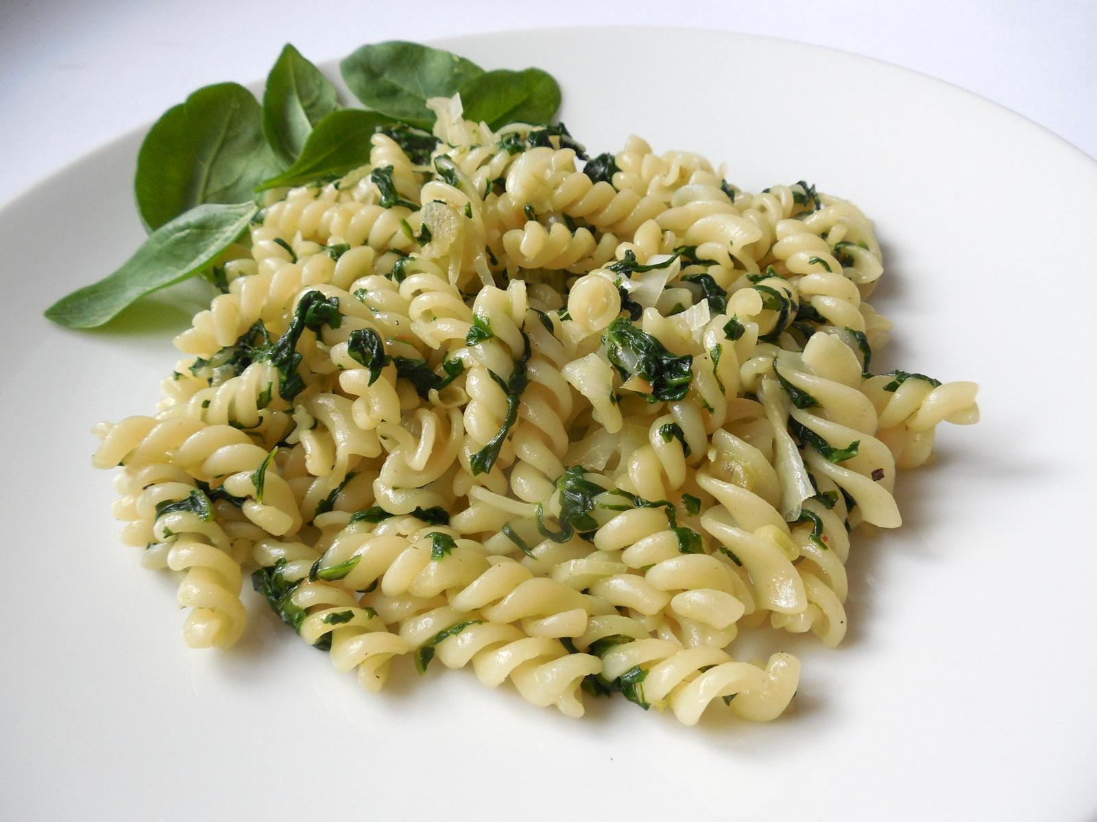 Rychlé špenátové těstoviny