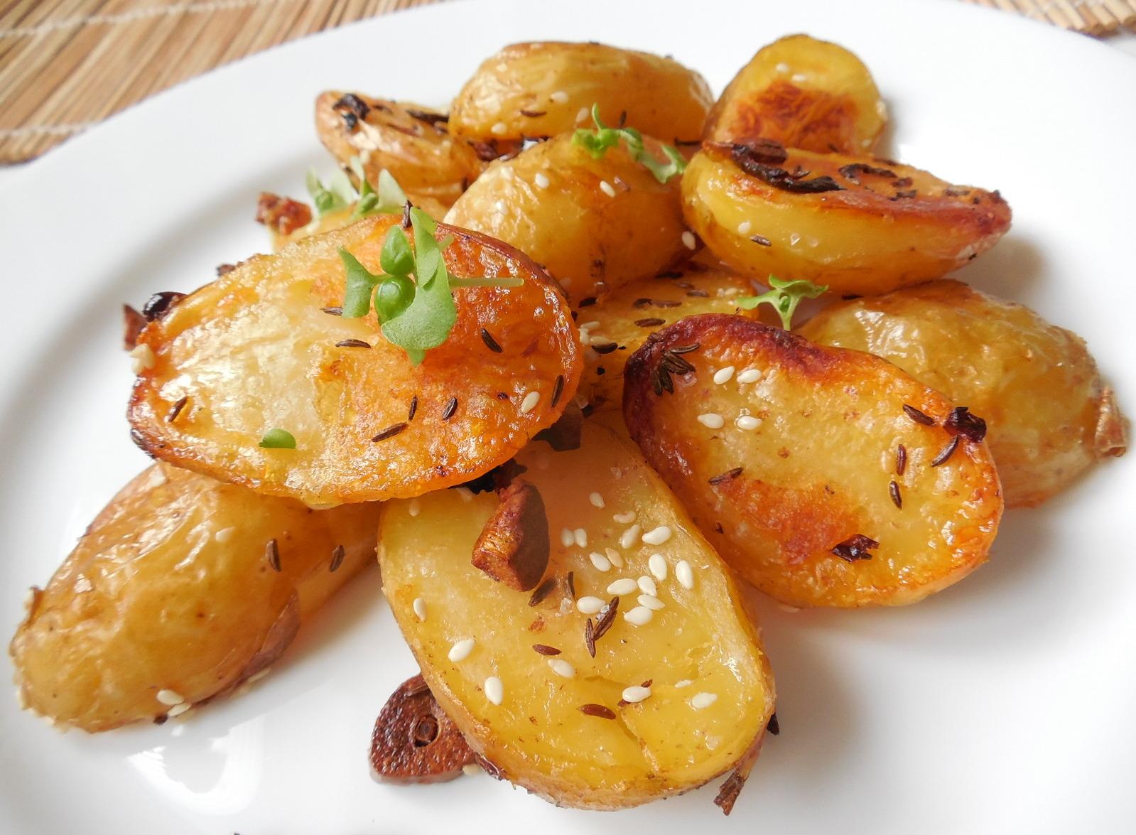 Pečené nové brambory se sezamem