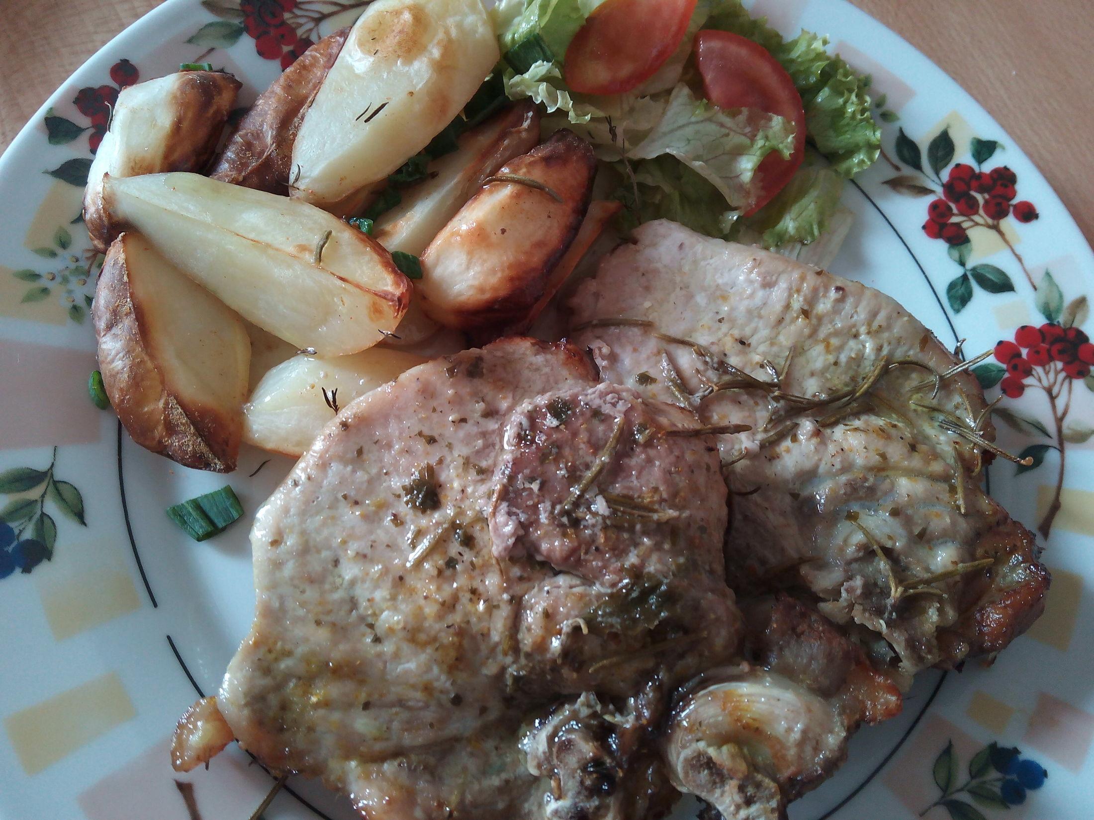 Vepřové kotlety s opečeným bramborem