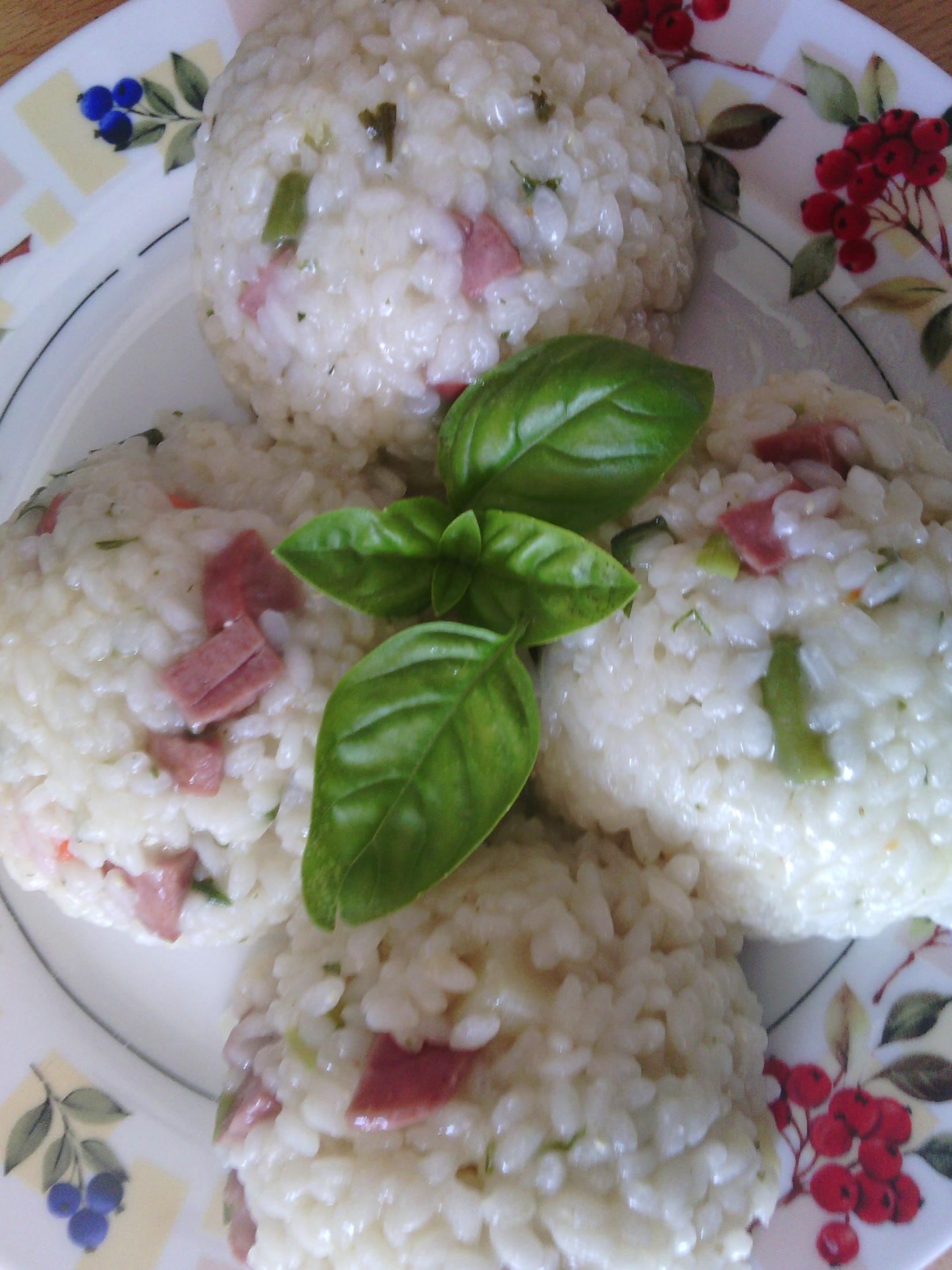 Rýžový salát se šunkou a zeleninou