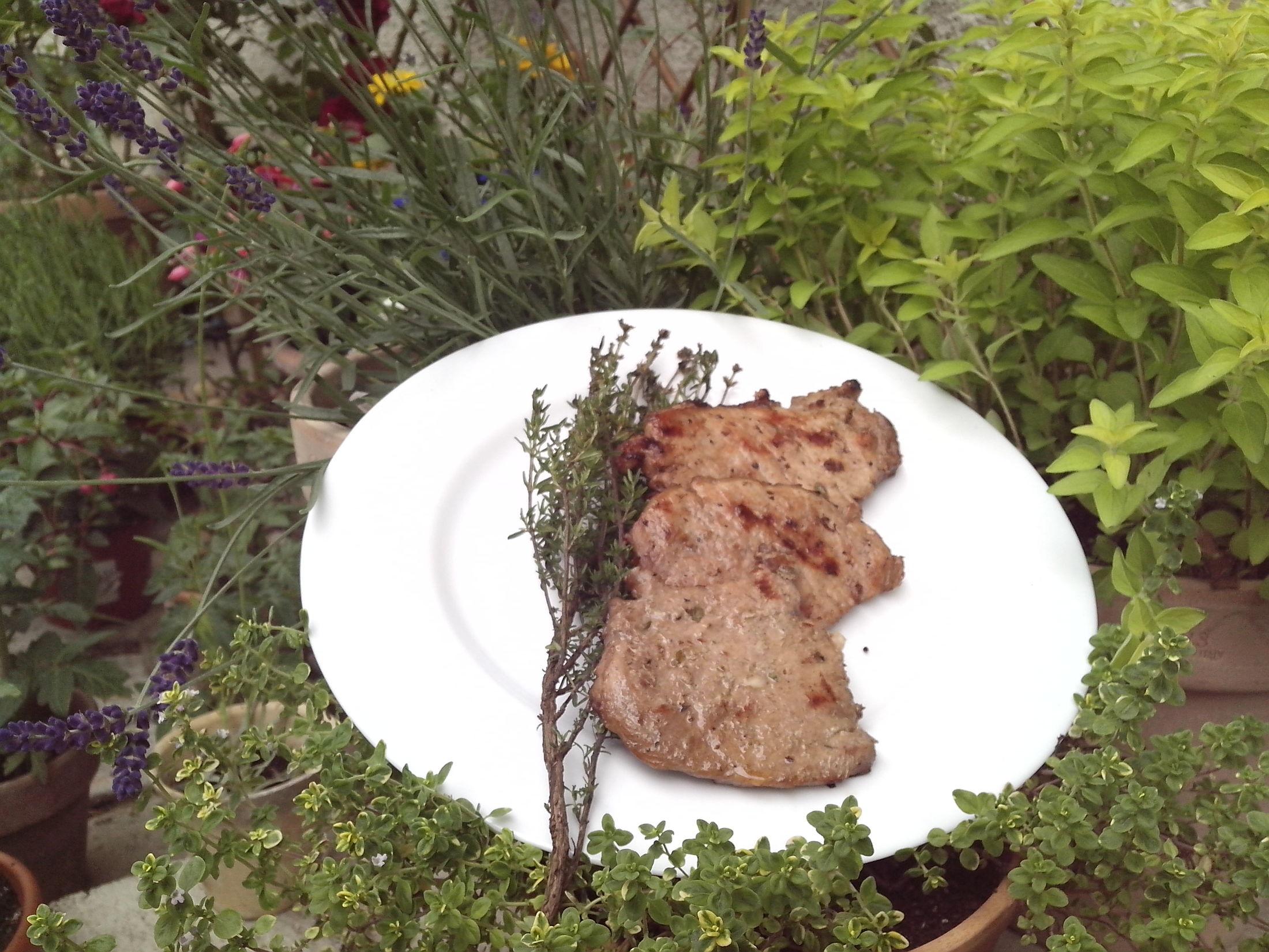 Grilovaný vepřový steak v bylinkách