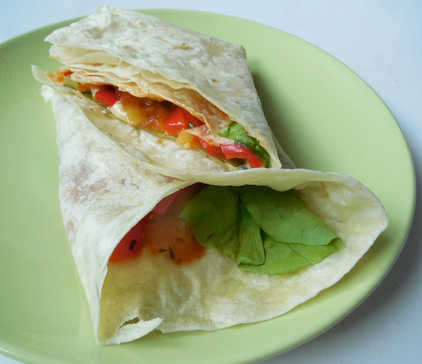 Tortilla plněná zeleninovou směsí