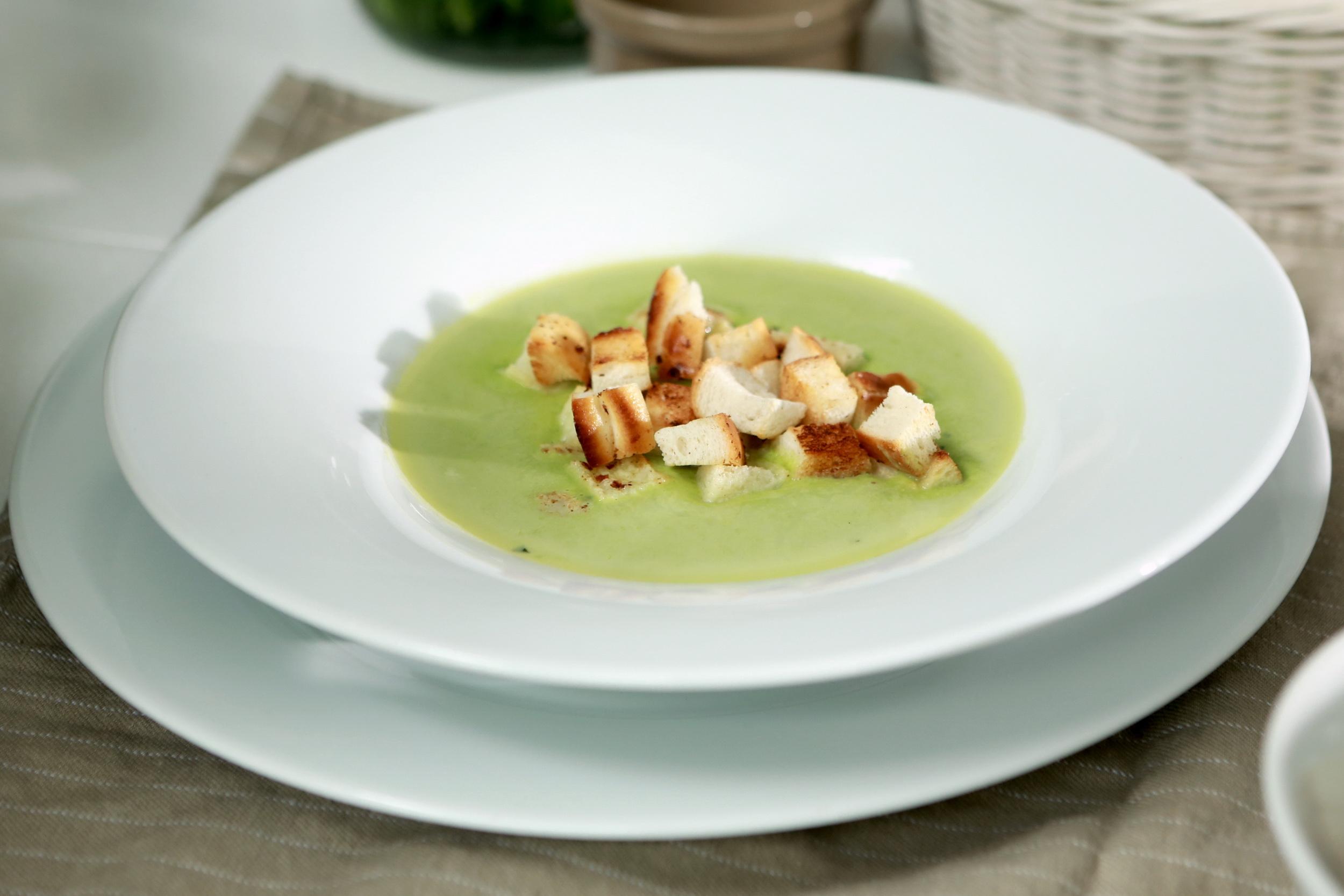 Hrášková polévka s krutonky