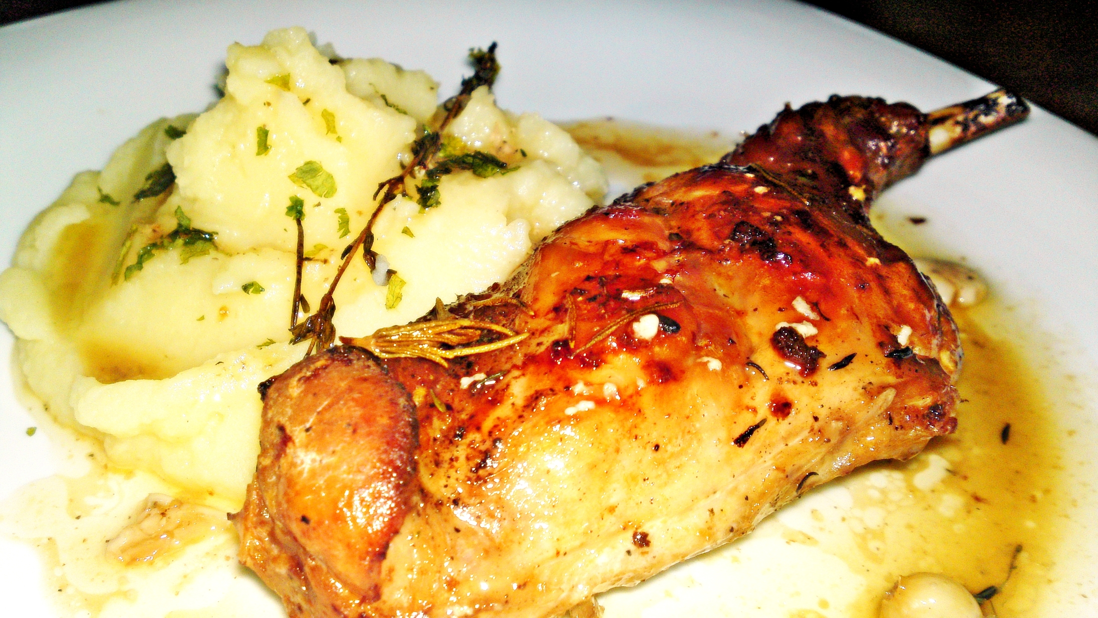 Pečené-dušené králičí stehno na másle a Chardonnay