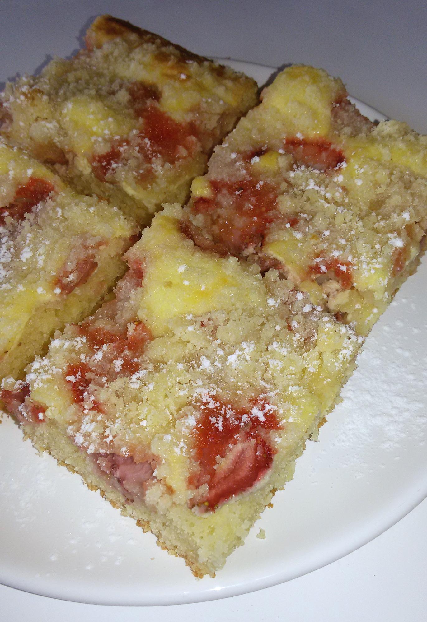 Jahodový koláč s tvarohem a drobenkou