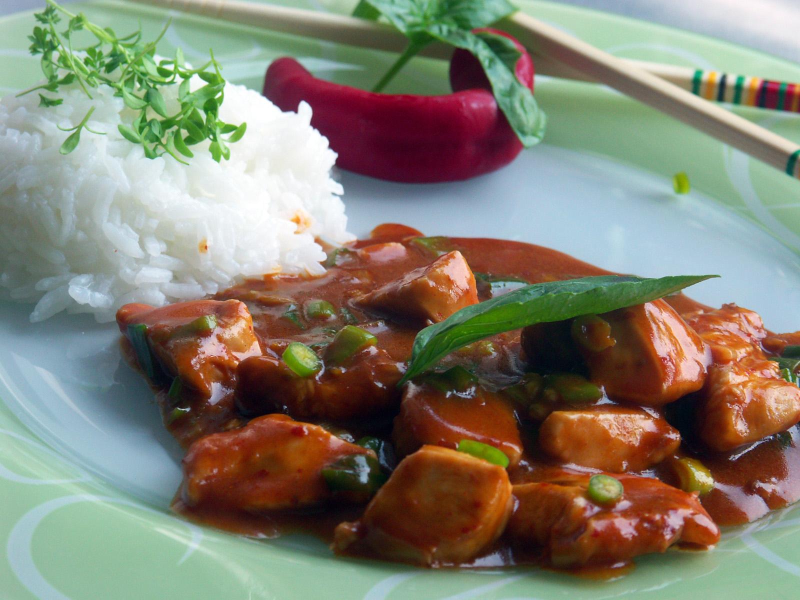 Thajská kuřecí směs s červenou kari pastou