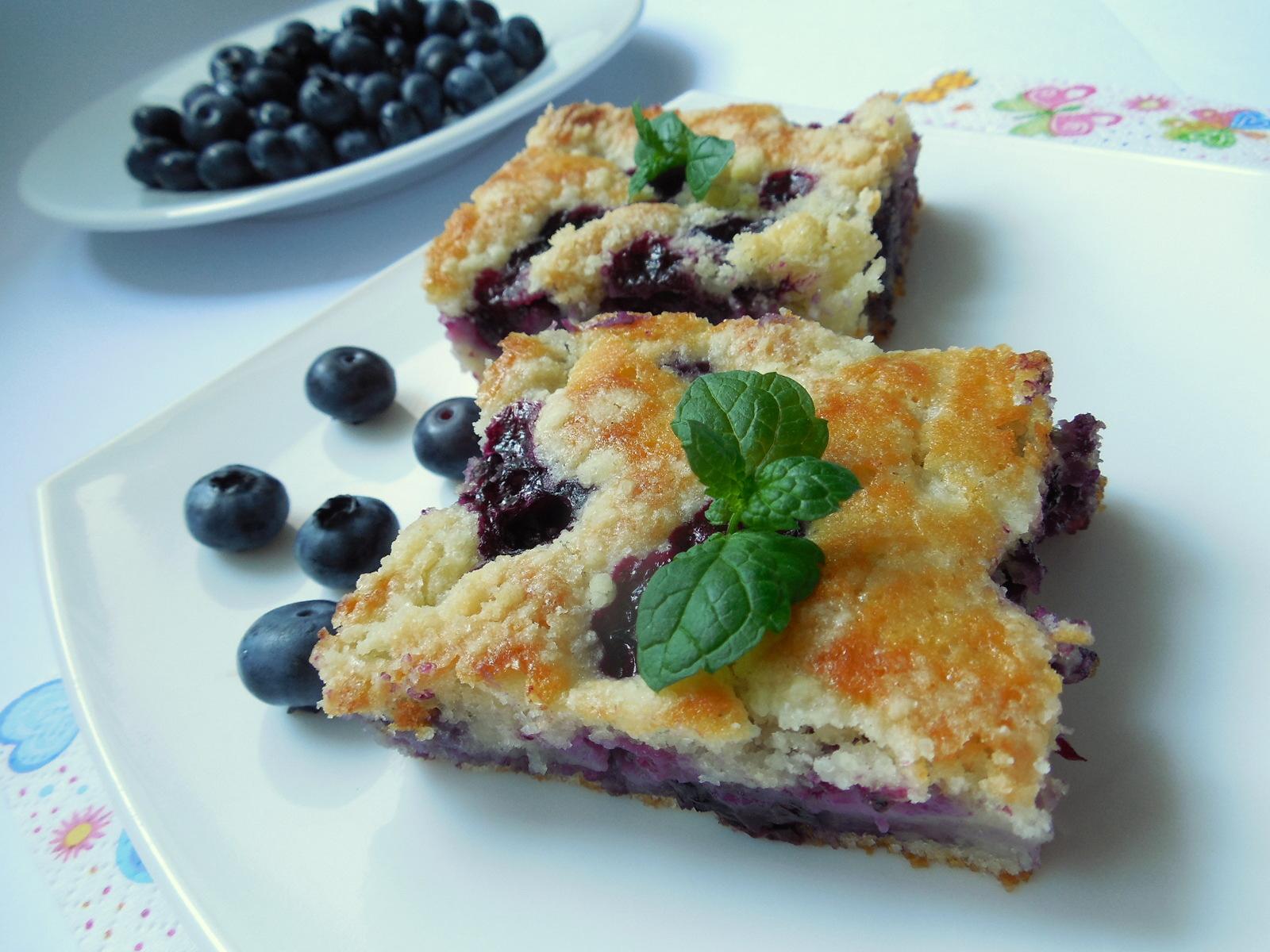 Hrníčkový borůvkový koláč