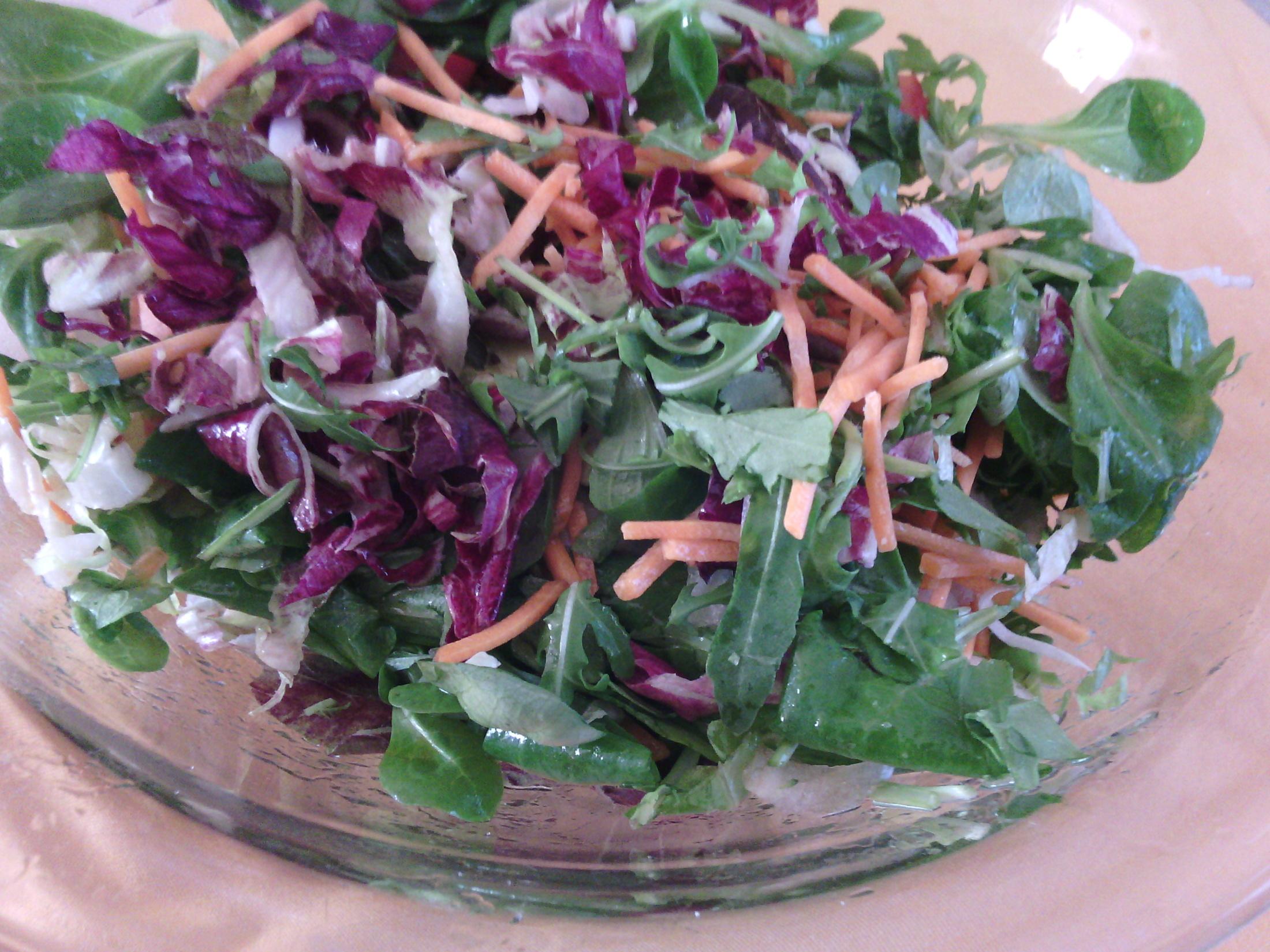 Míchaný salát se zázvorem