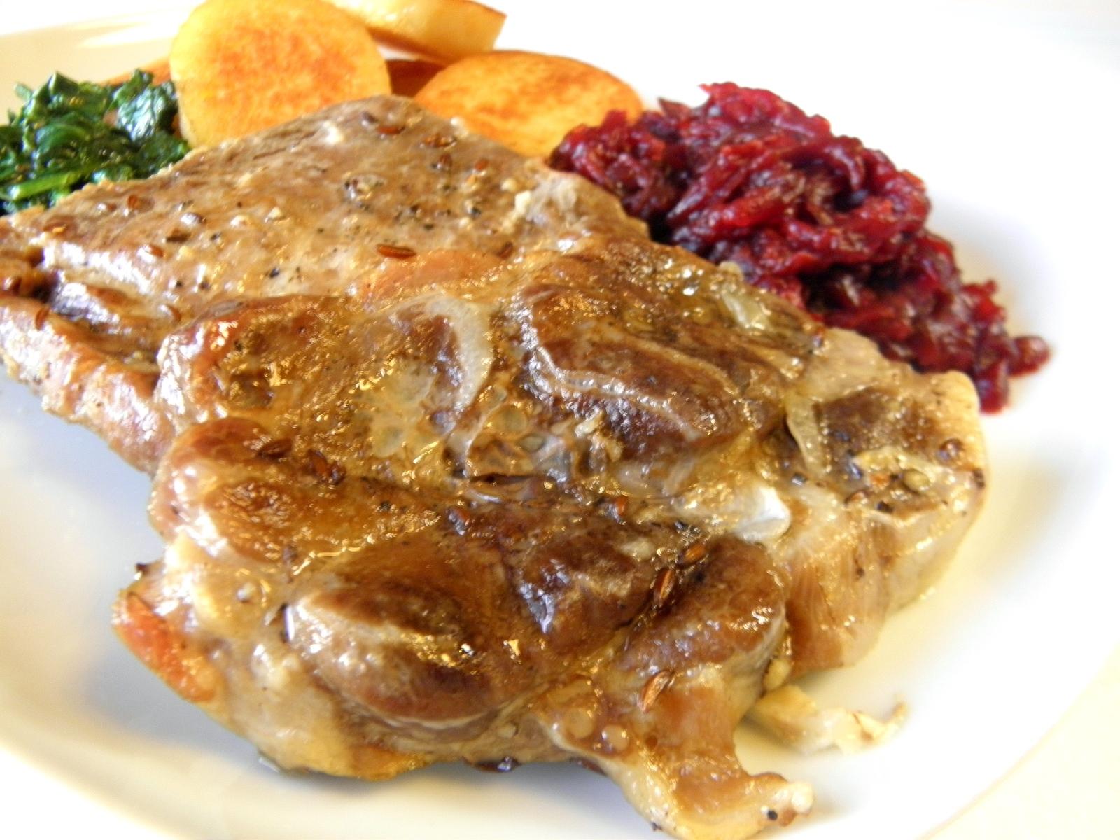 Fotografie receptu: Minutková krkovička s červenou řepou a špenátem
