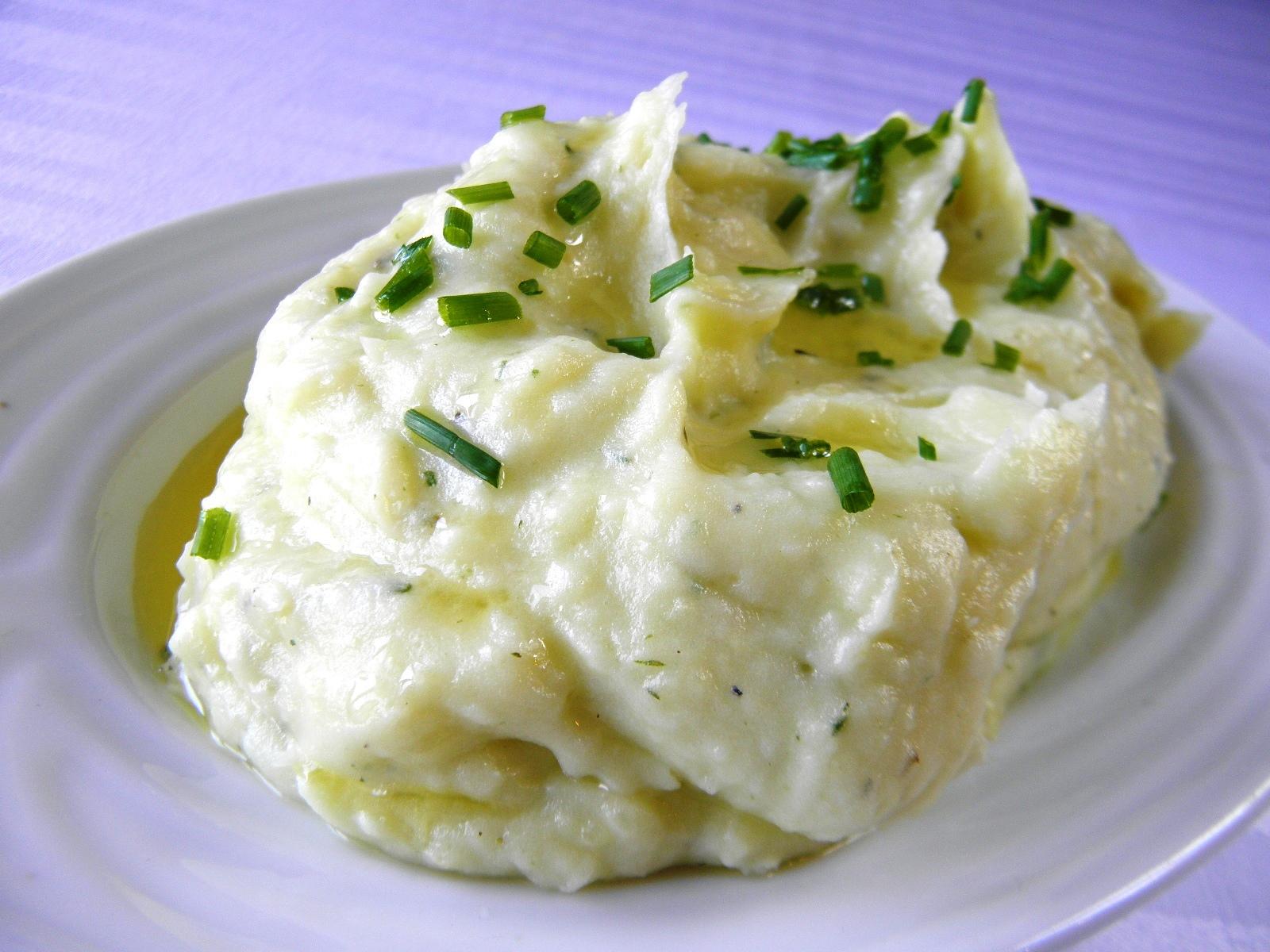 Bylinková bramborová kaše s chutí česneku