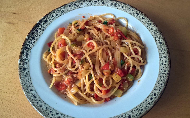 Fotografie receptu: Špagety s rajčaty a cuketou