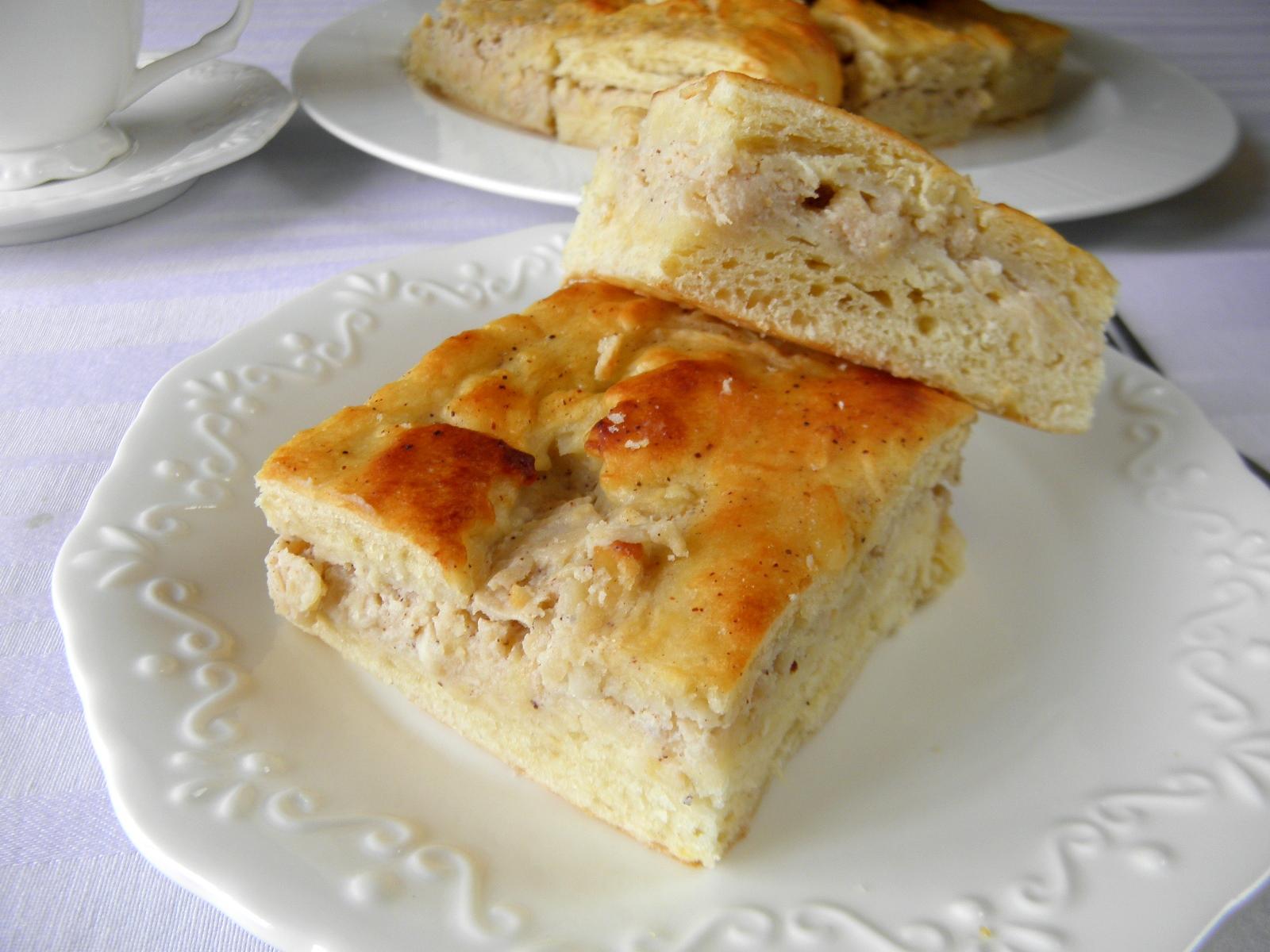 Kynutý koláč s hruškovo-jablkovou náplní