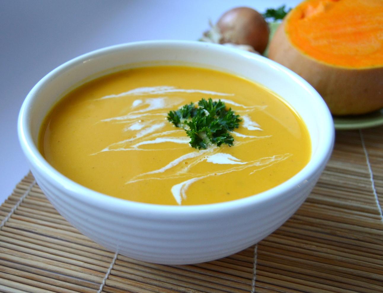 Polévka z pečené máslové dýně