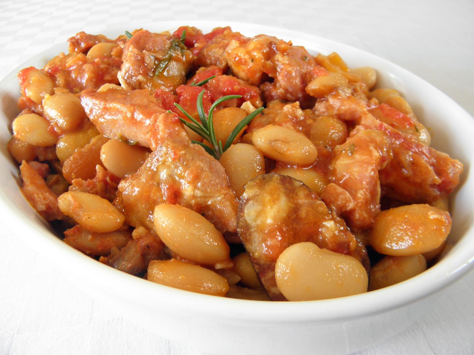 Vepřové kostky zapečené s fazolemi