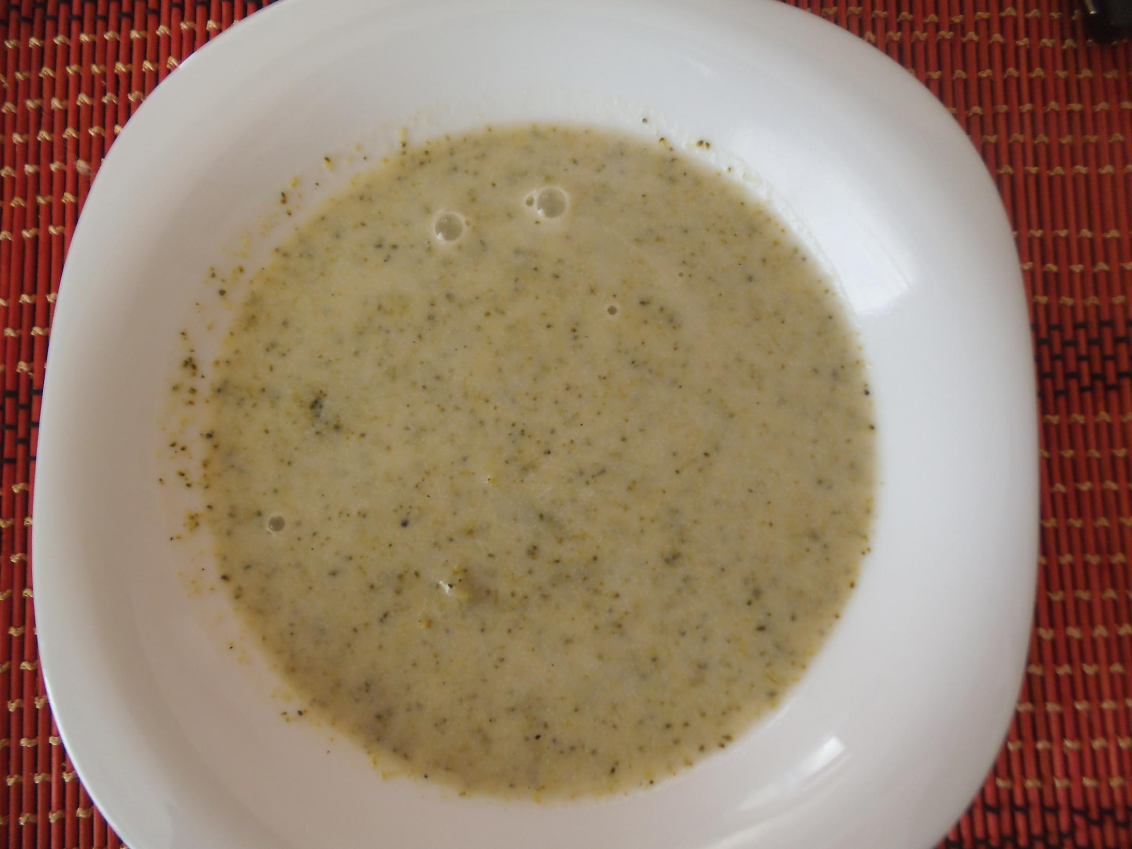 Brokolicová polévka s česnekem
