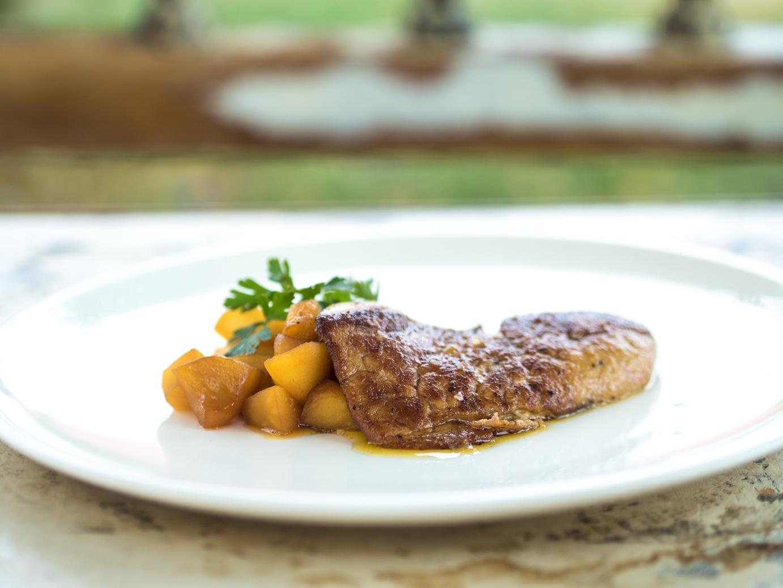 Kachní foie gras s karamelizovanými jablky