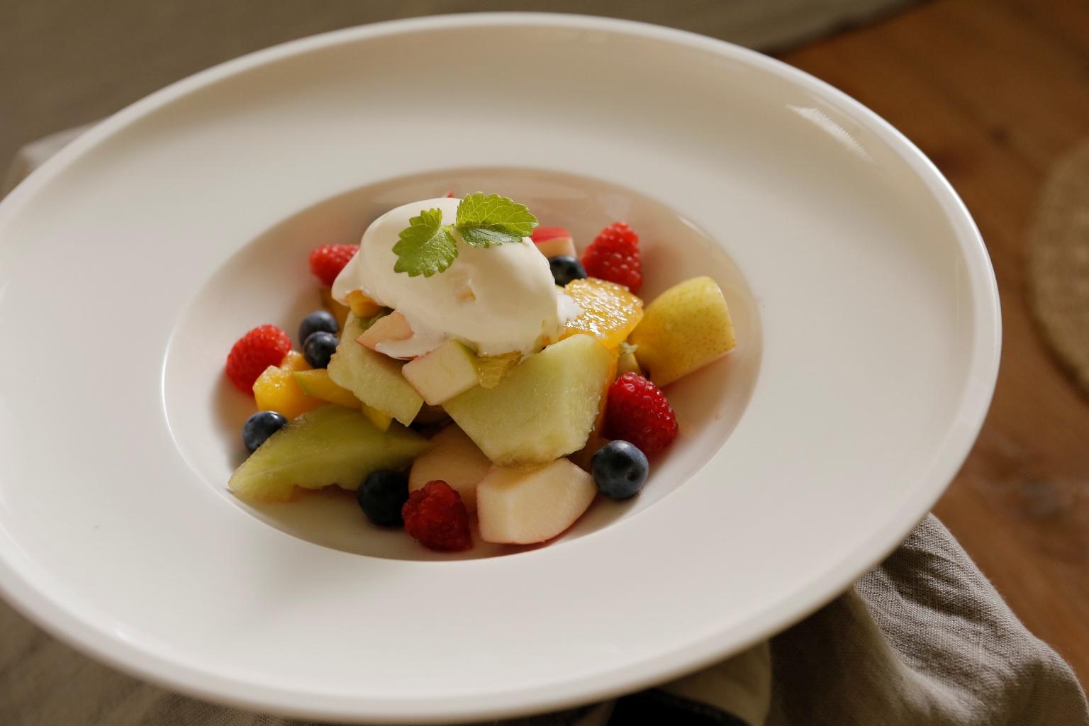 Letní ovocný salát s vanilkovou zmrzlinou