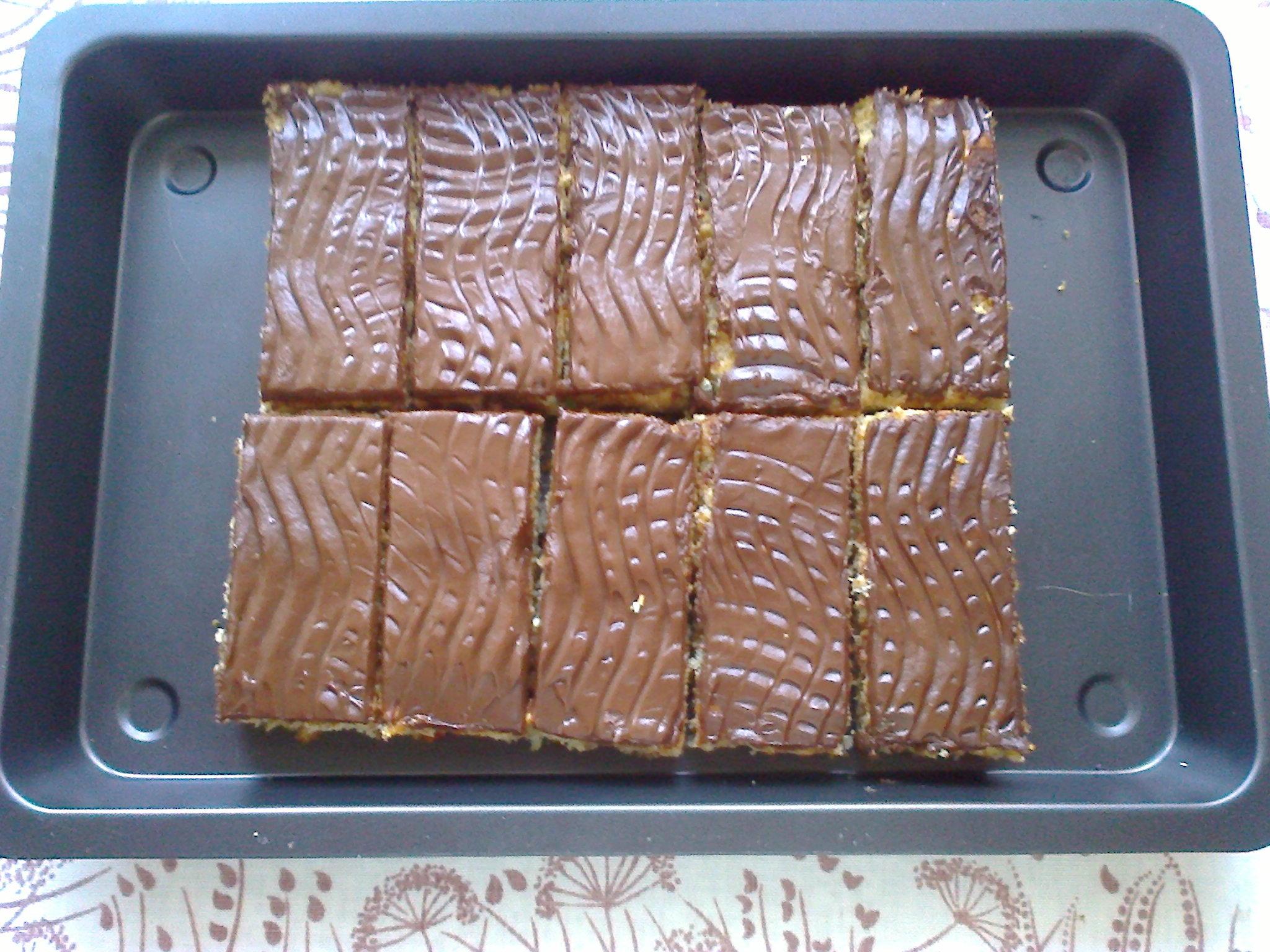 Jablkové řezy s čokoládovou polevou
