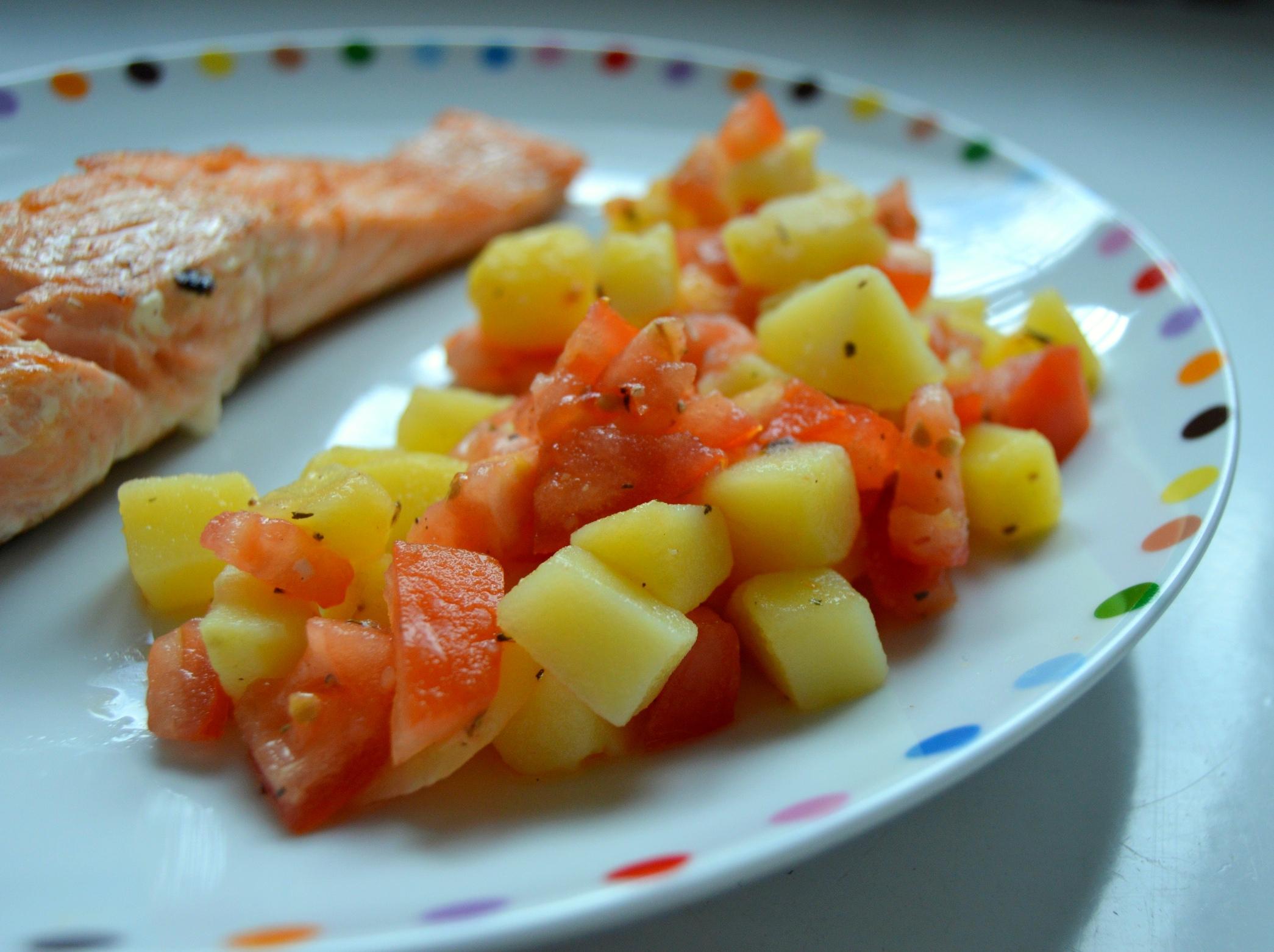 Lehký bramborovo-rajčatový salát