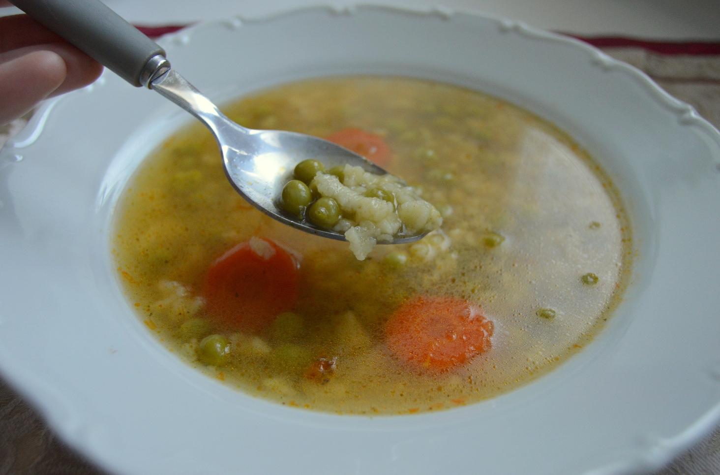 Fotografie receptu: Hrášková polévka s krupicovou zavářkou