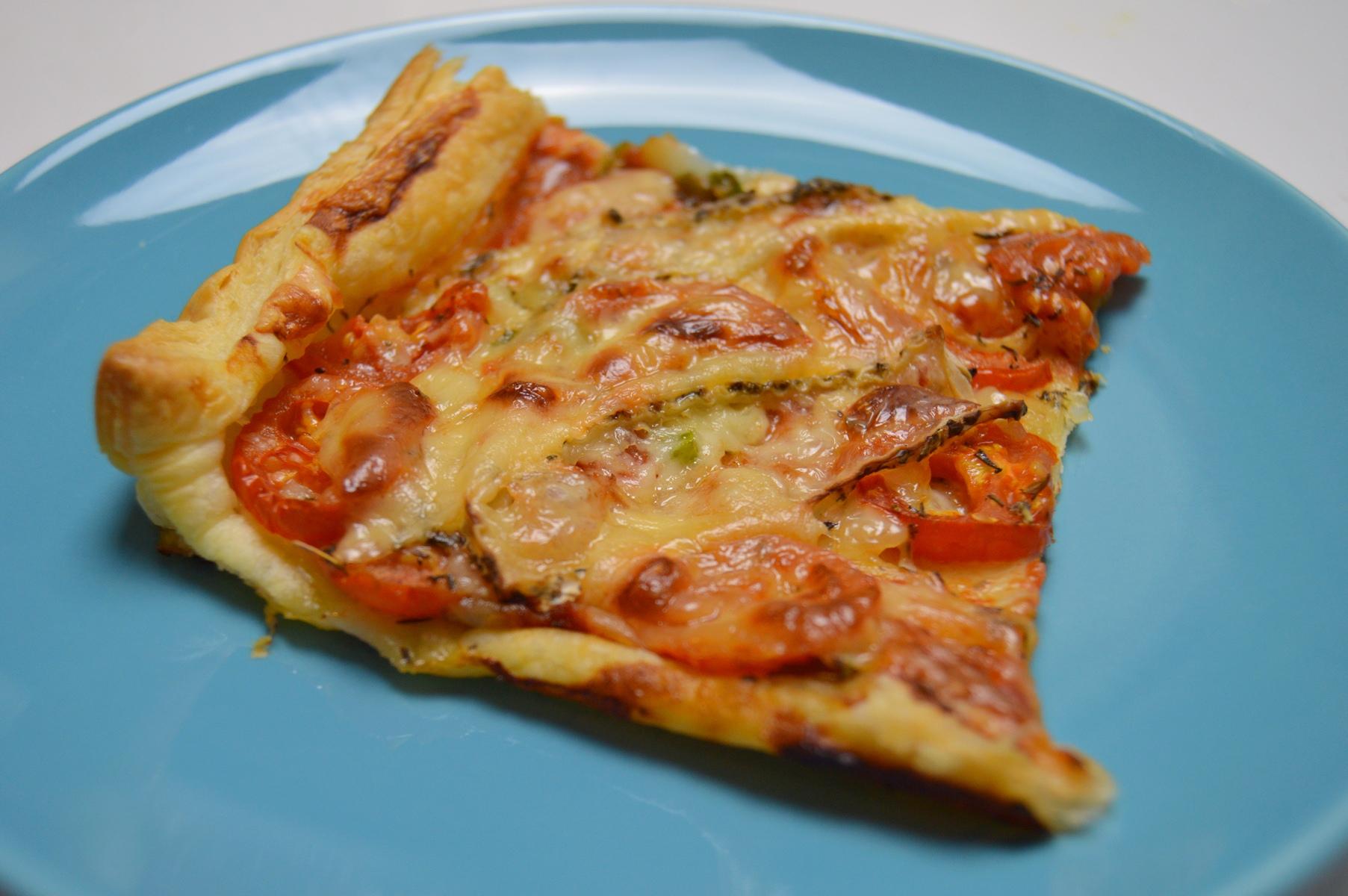 Fotografie receptu: Rychlá pizza s rajčaty a sýrem