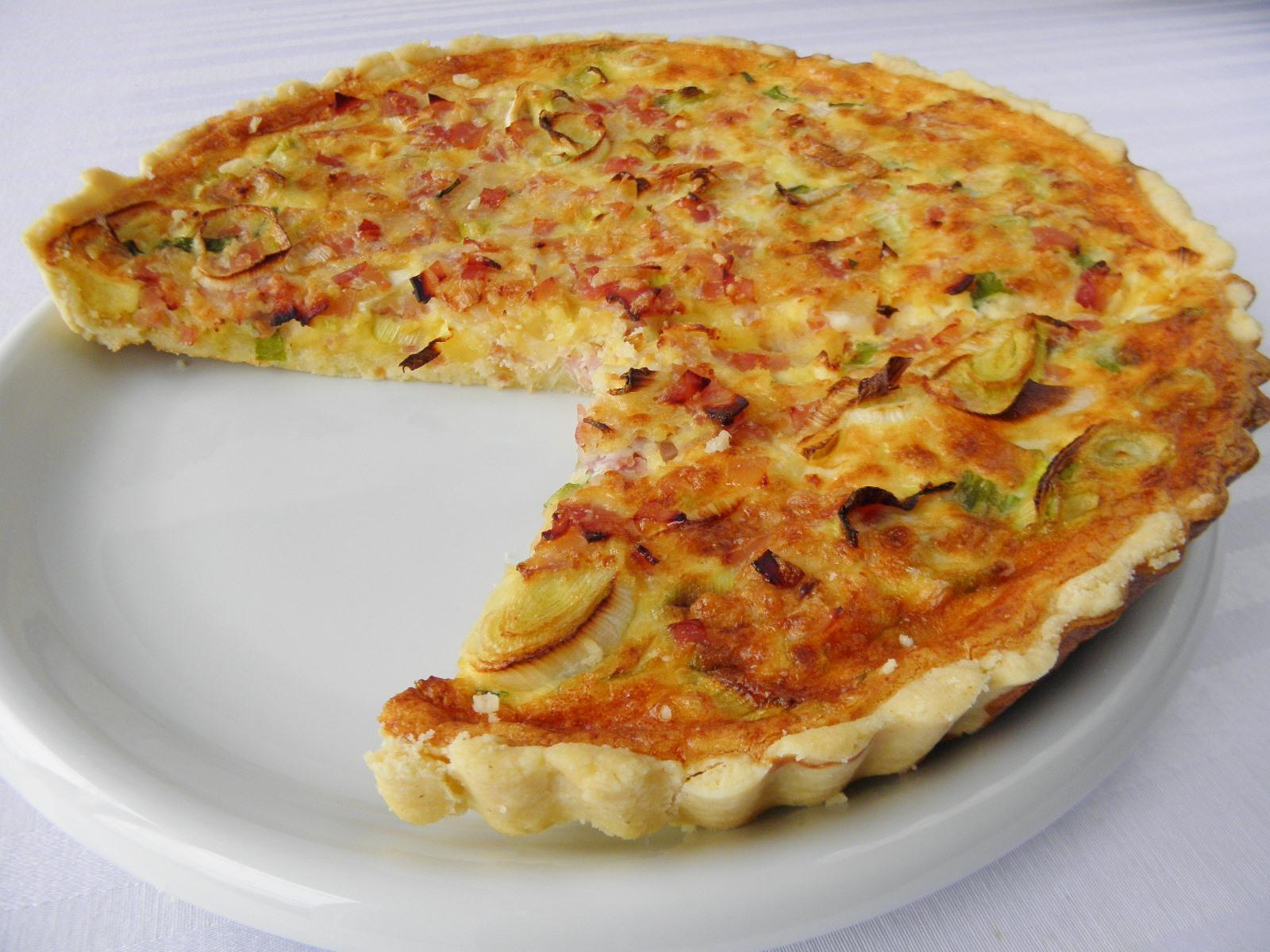 Fotografie receptu: Sýrový koláč se šunkou