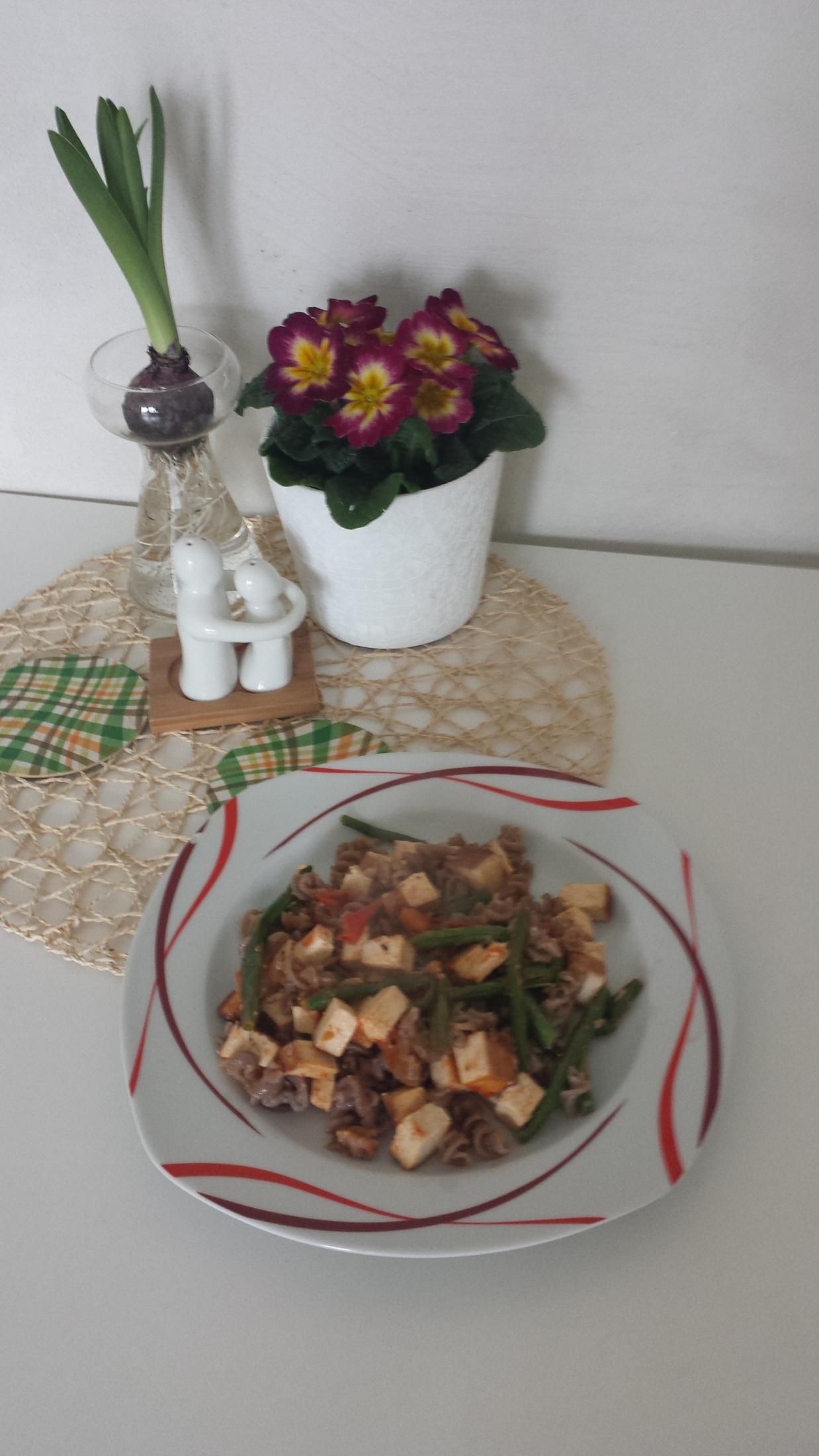 Pohankové těstoviny se zeleninou a tofu