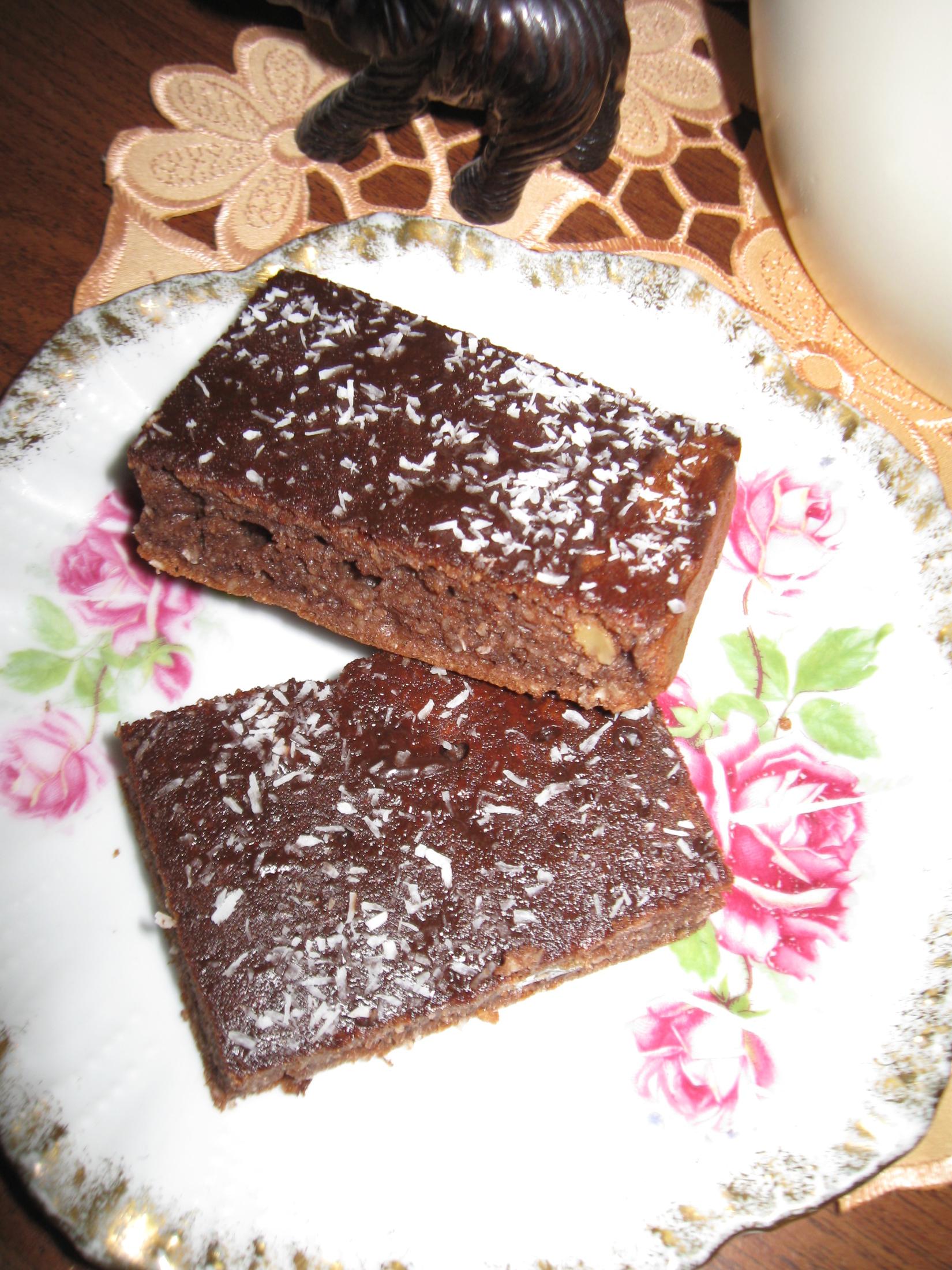 Fotografie receptu: Lehké kakaové řezy s kokosem a hořkou čokoládou