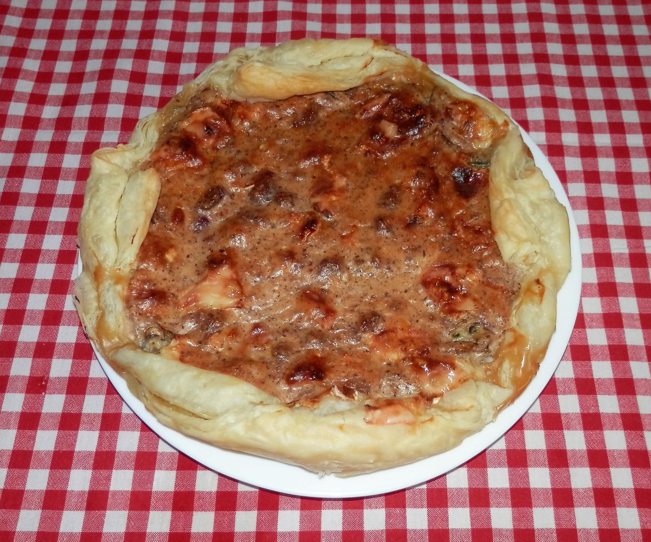 Fotografie receptu: Hříbkový koláč s oříšky a brusinkami