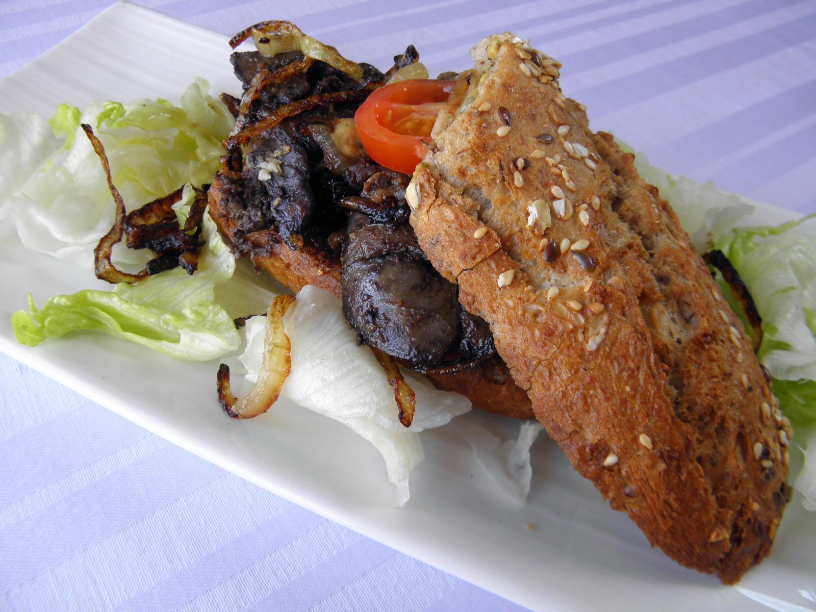 Fotografie receptu: Restovaná kachní játra v bagetě