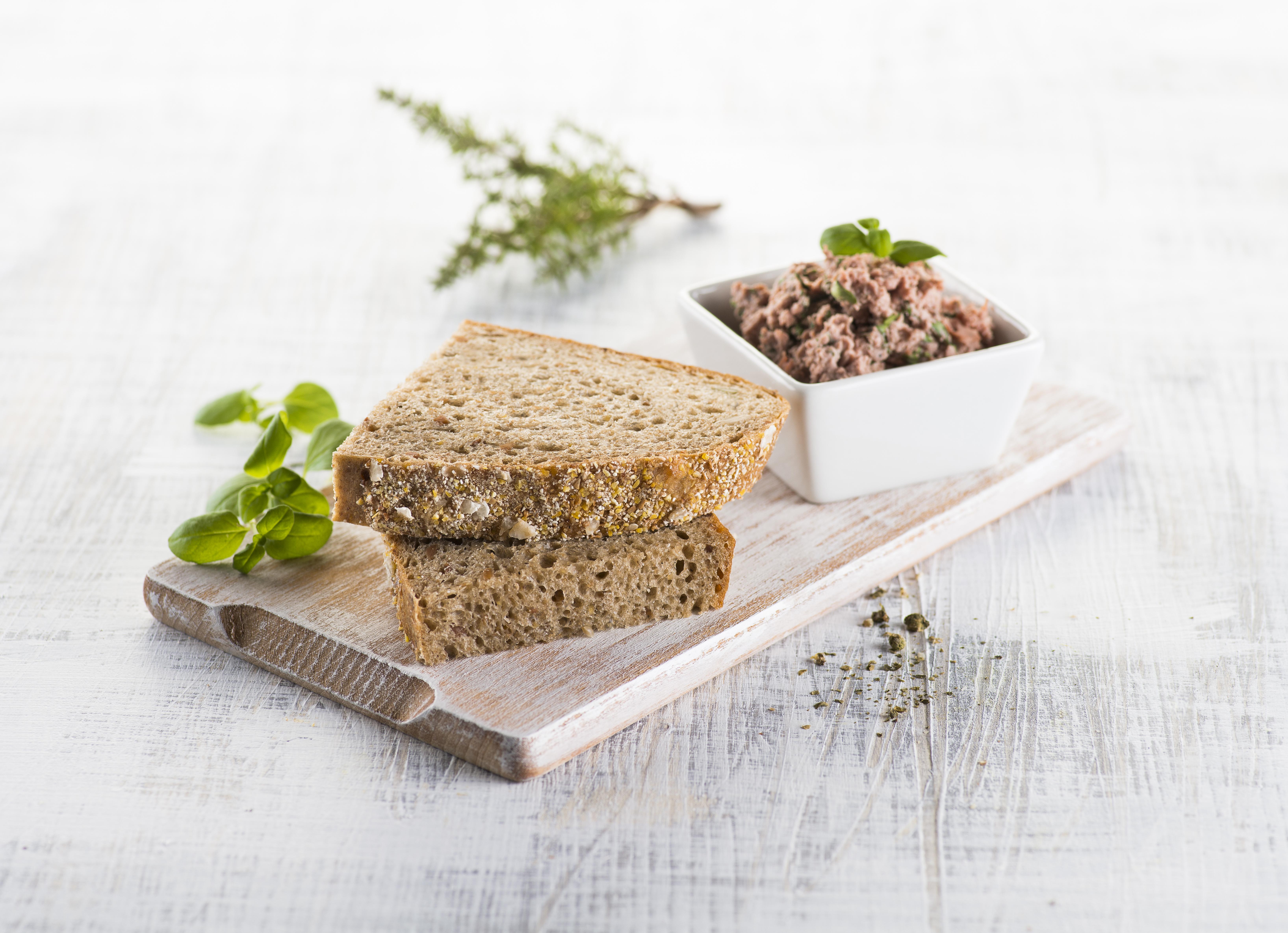 Z jádra dobrý trojský chléb s domácí bylinkovou paštikou