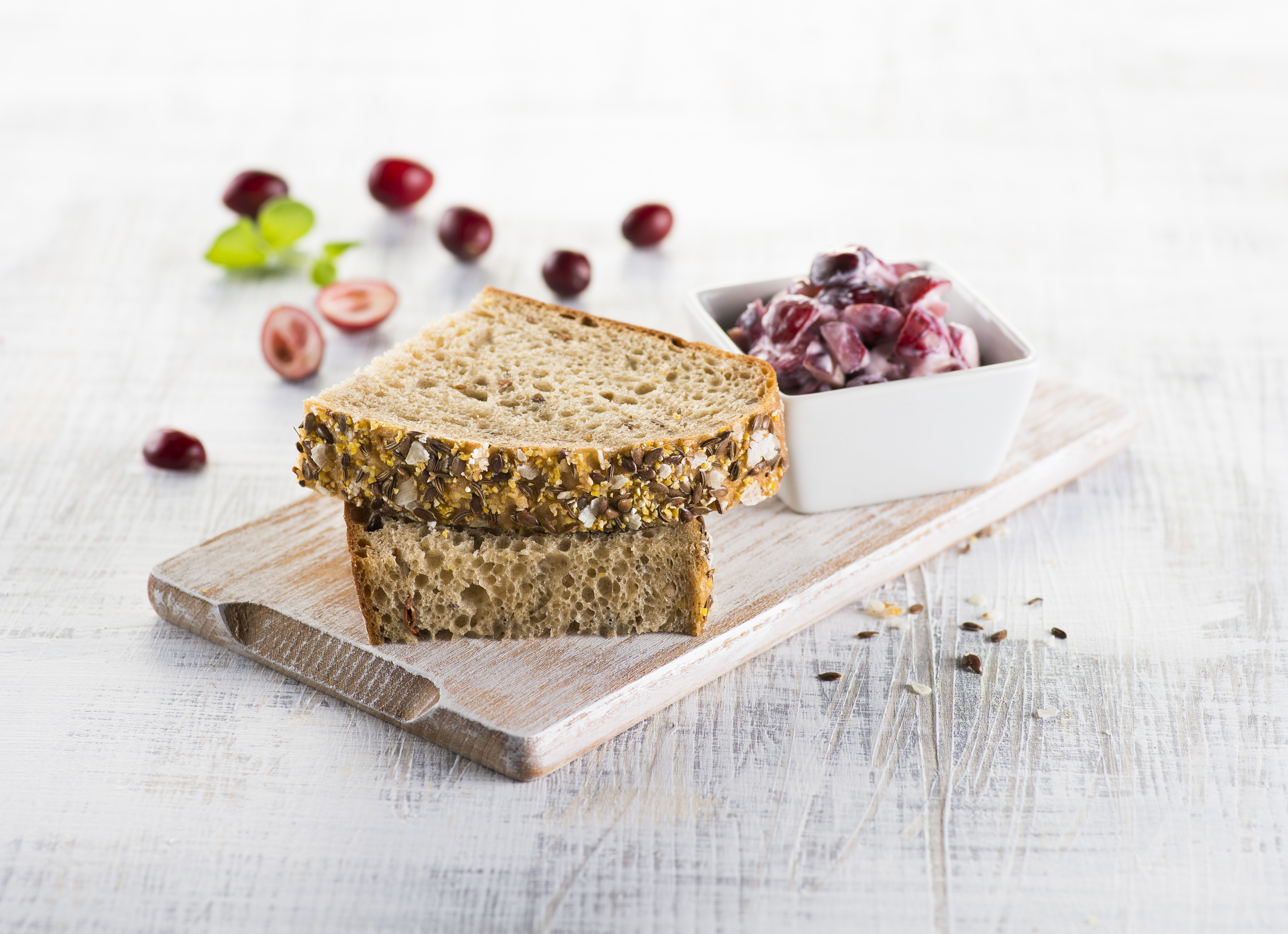 Z jádra dobrý himalájský chléb s brusinkovým máslem