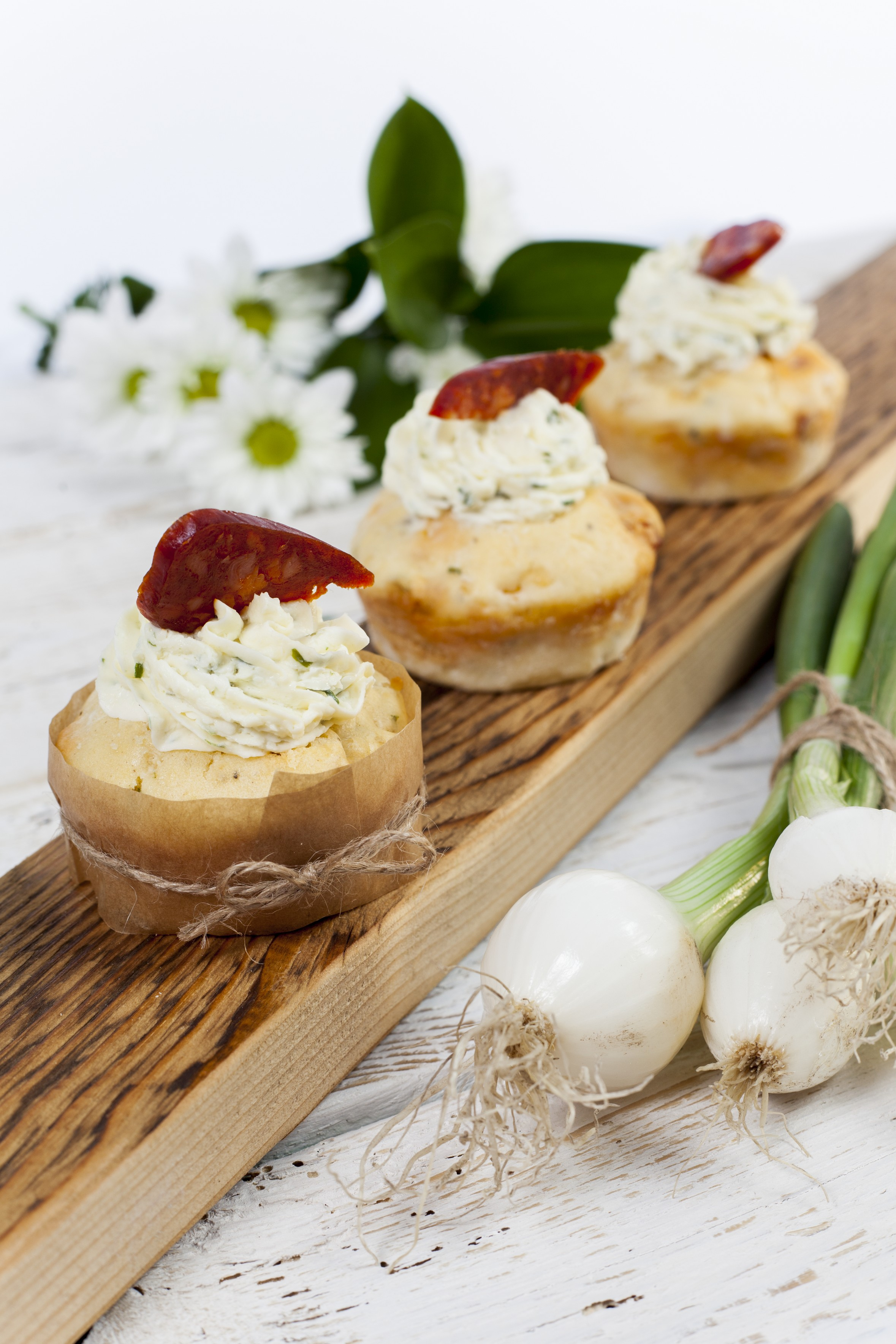 Fotografie receptu: Kukuřičné cupcakes s chorizem a česnekovo-bylinkovým krémem