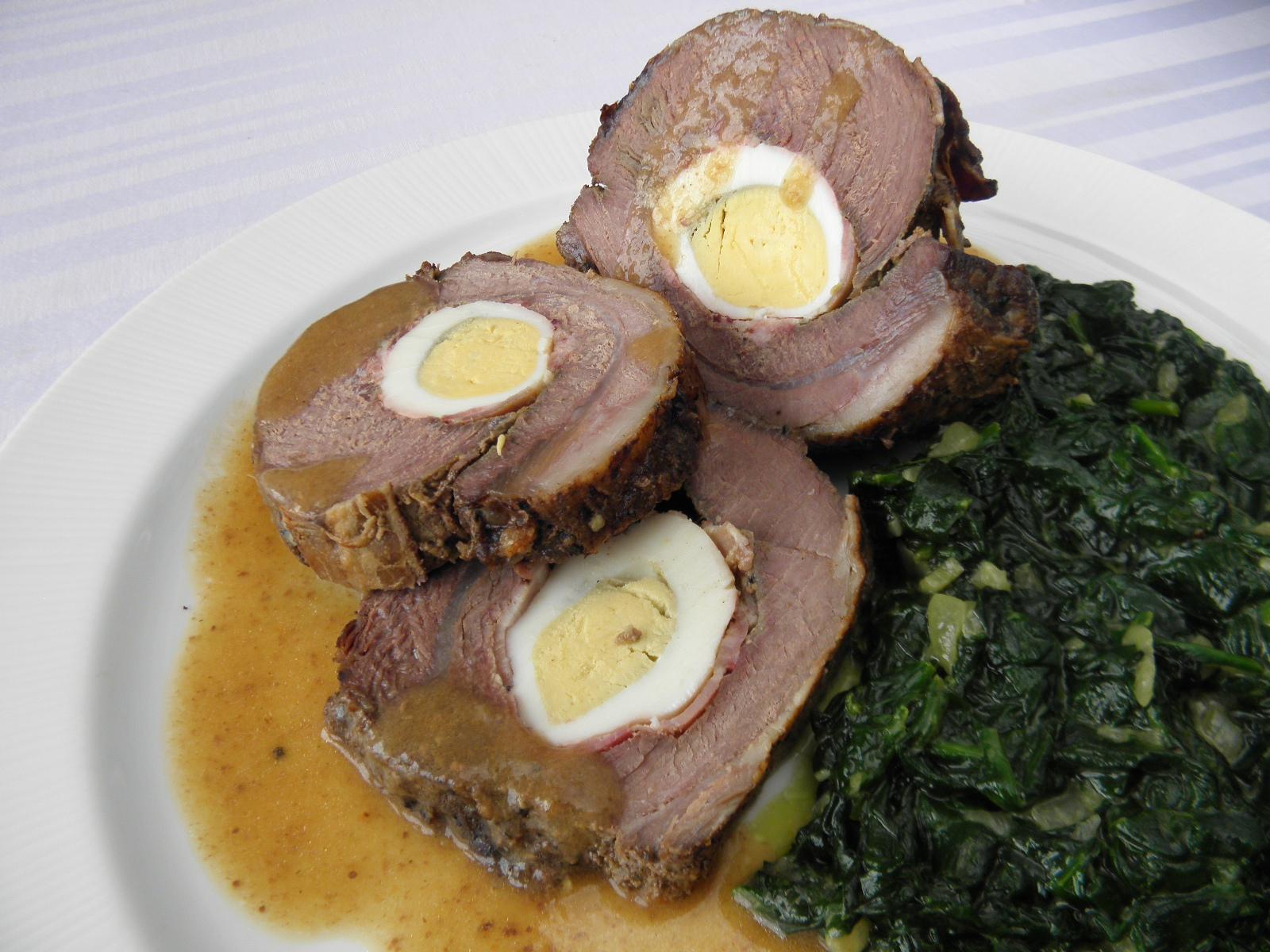 Fotografie receptu: Hovězí roláda plněná vejci