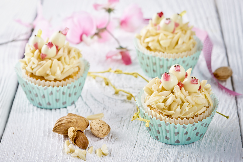 Fotografie receptu: Mandlové cupcakes s kuřátky