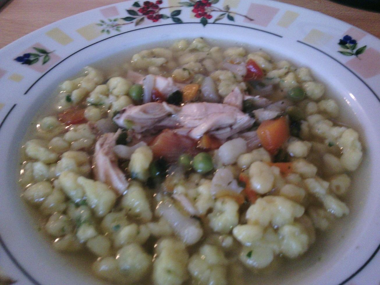 Kuřecí polévka se zeleninou a domácími nočky
