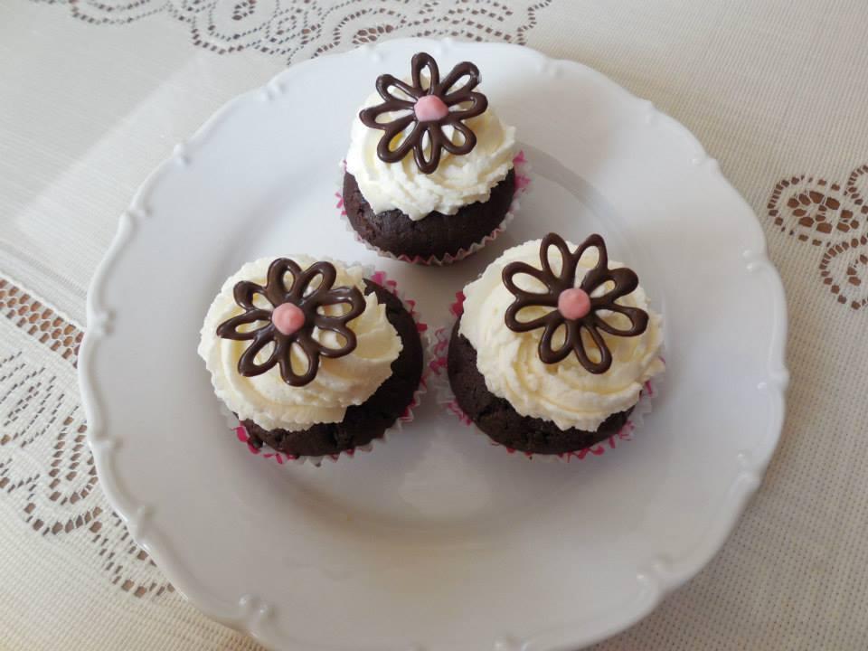 Čokoládové muffiny se smetanovým krémem