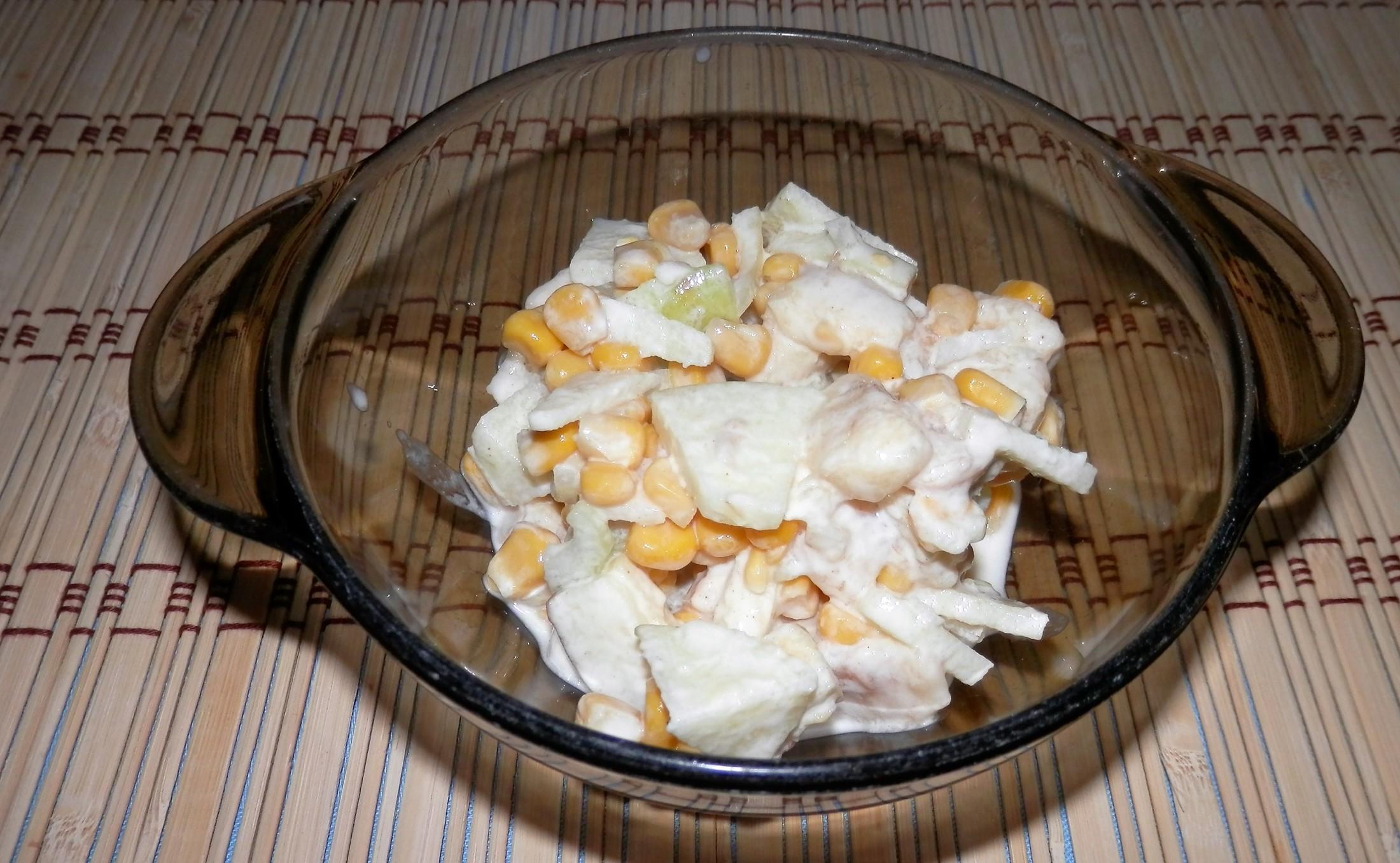 Kukuřičný salát s ovocem
