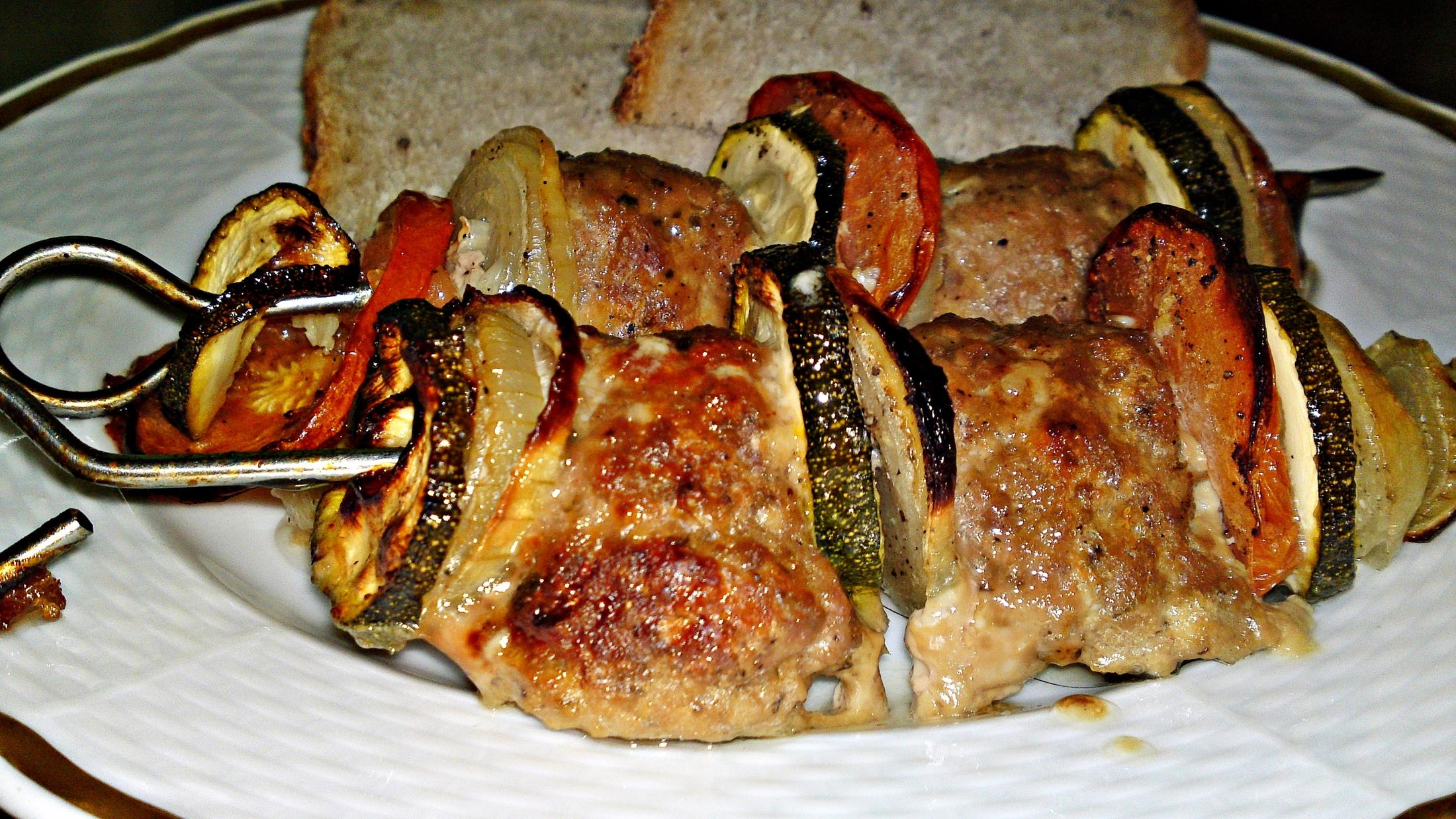 Špízy z mletého masa se zeleninou