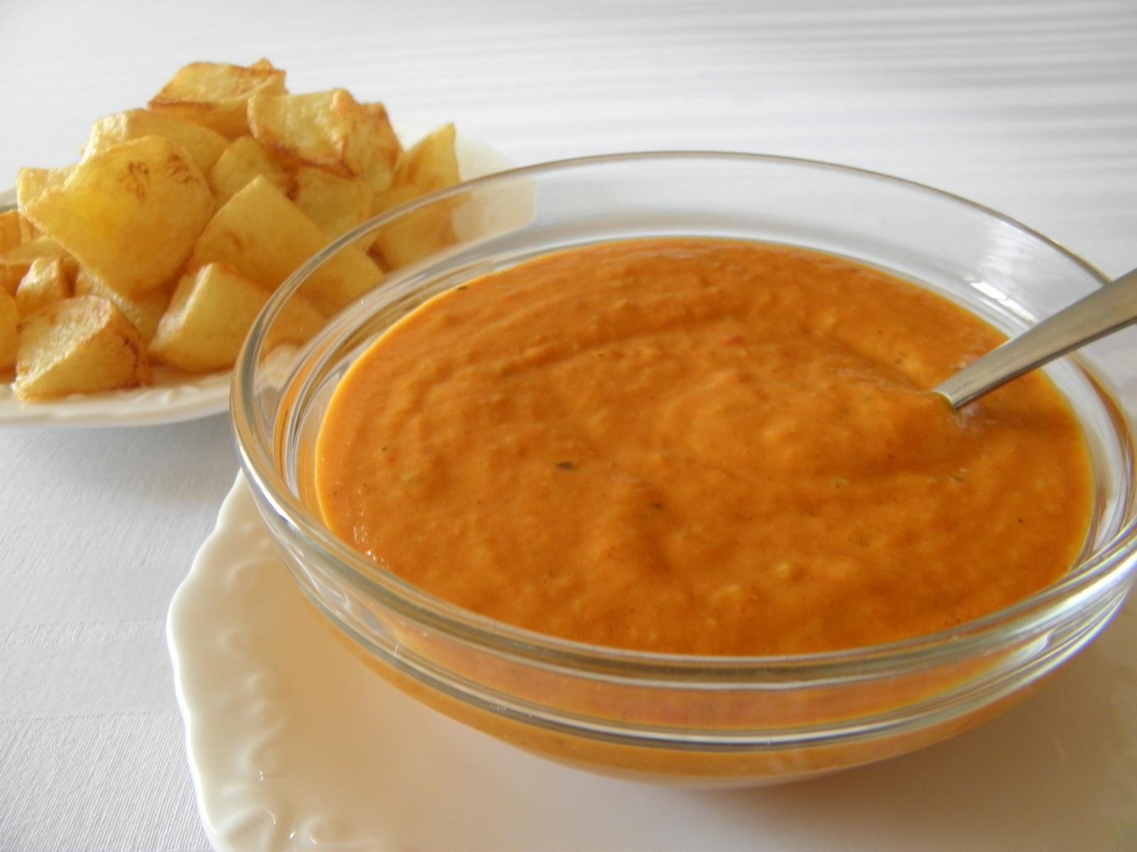 Fritované brambory s pikantní rajčatovou omáčkou