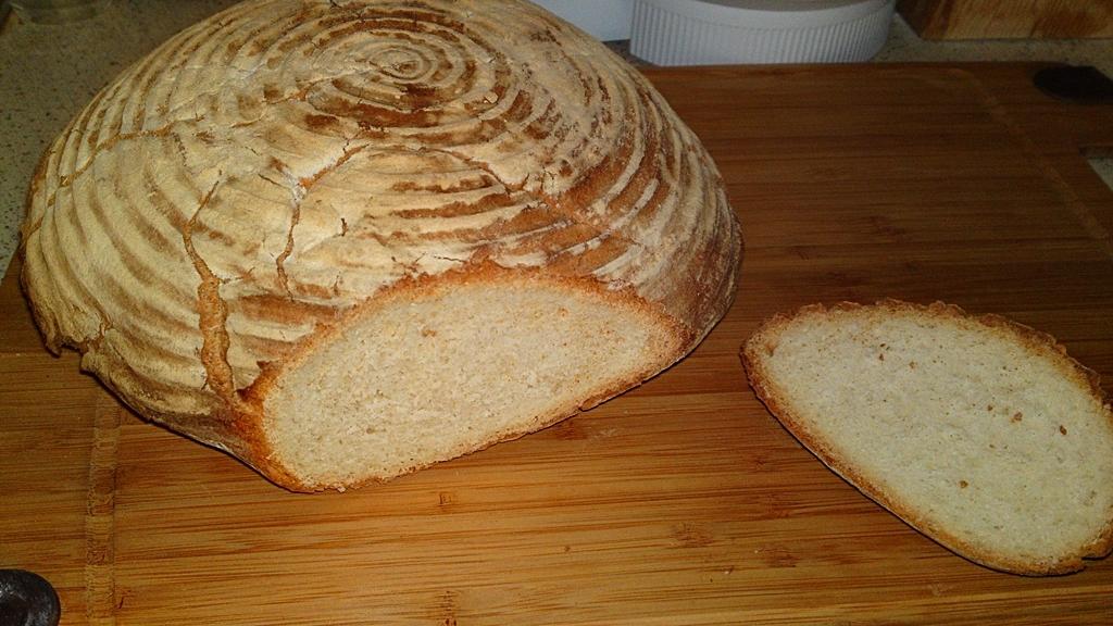 Obyčejný bílý ošatkový chléb