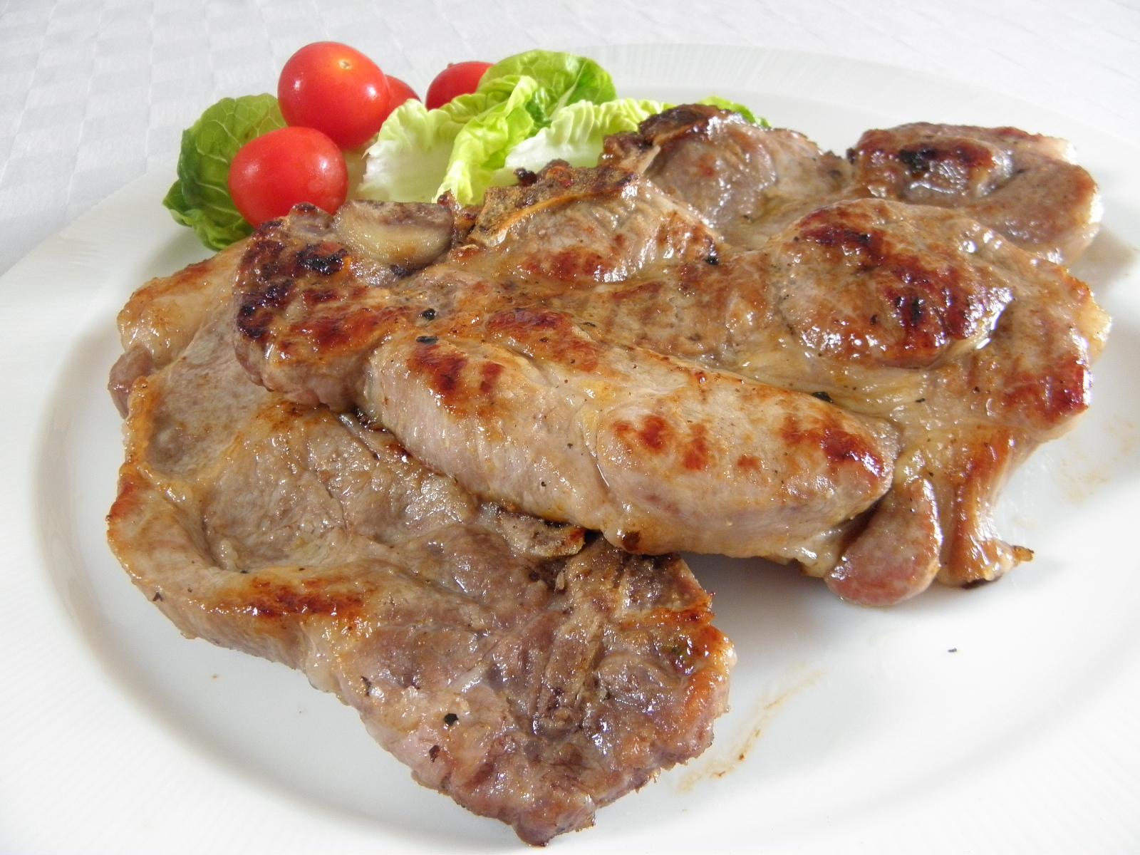 Pikantní vepřová krkovice na grilu