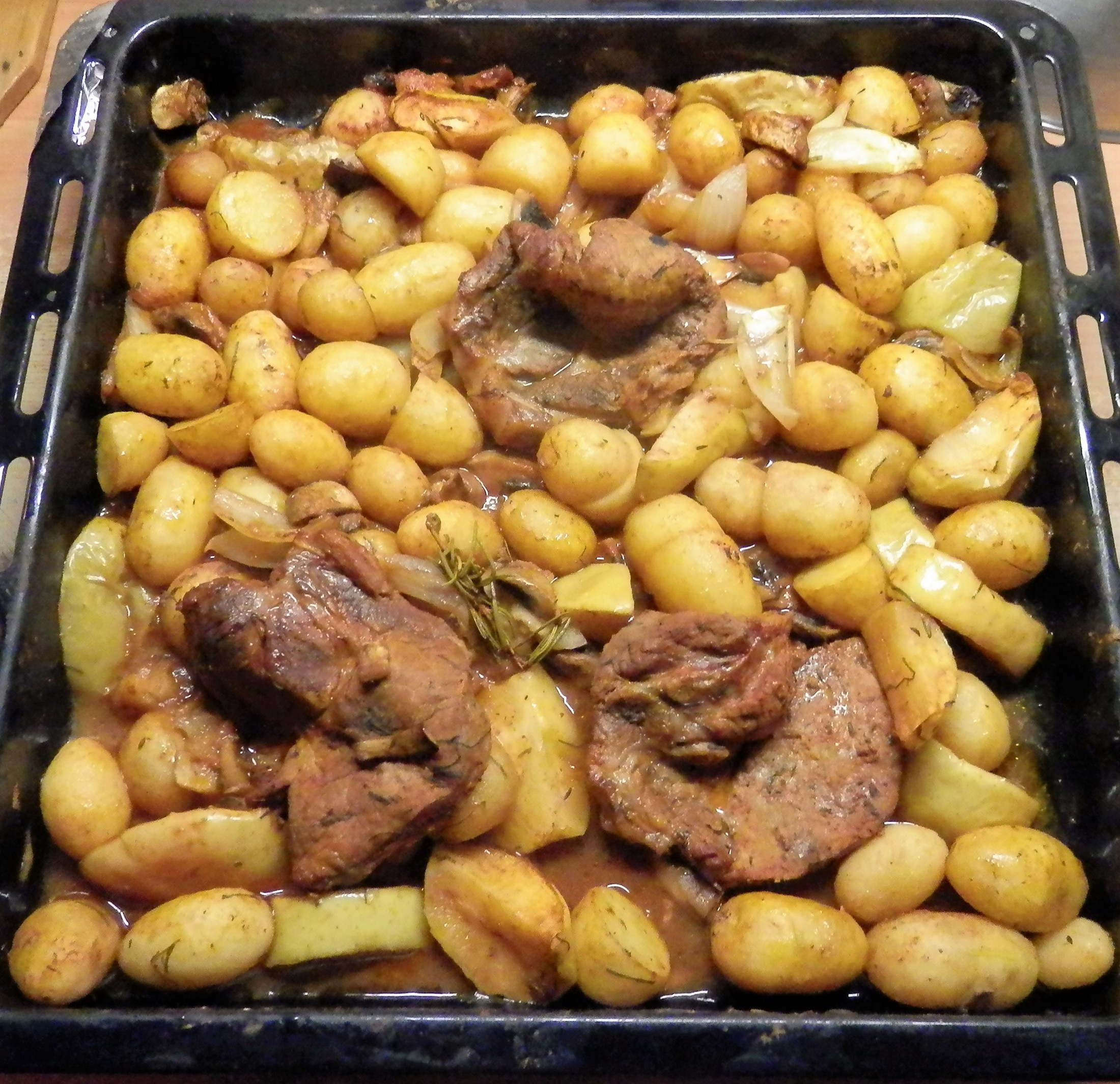 Voňavé brambory se šťavnatou krkovičkou