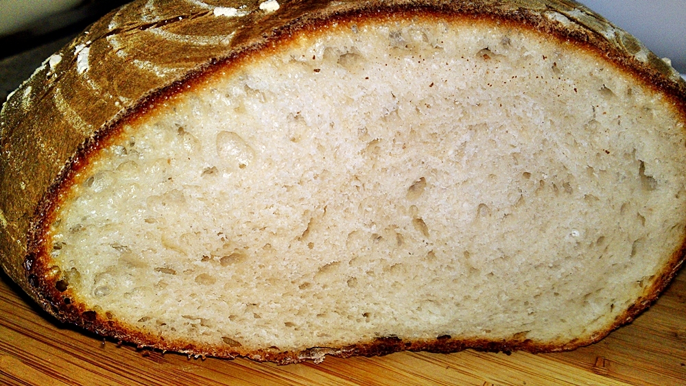 Bílý ošatkový kváskový chléb z podmáslí