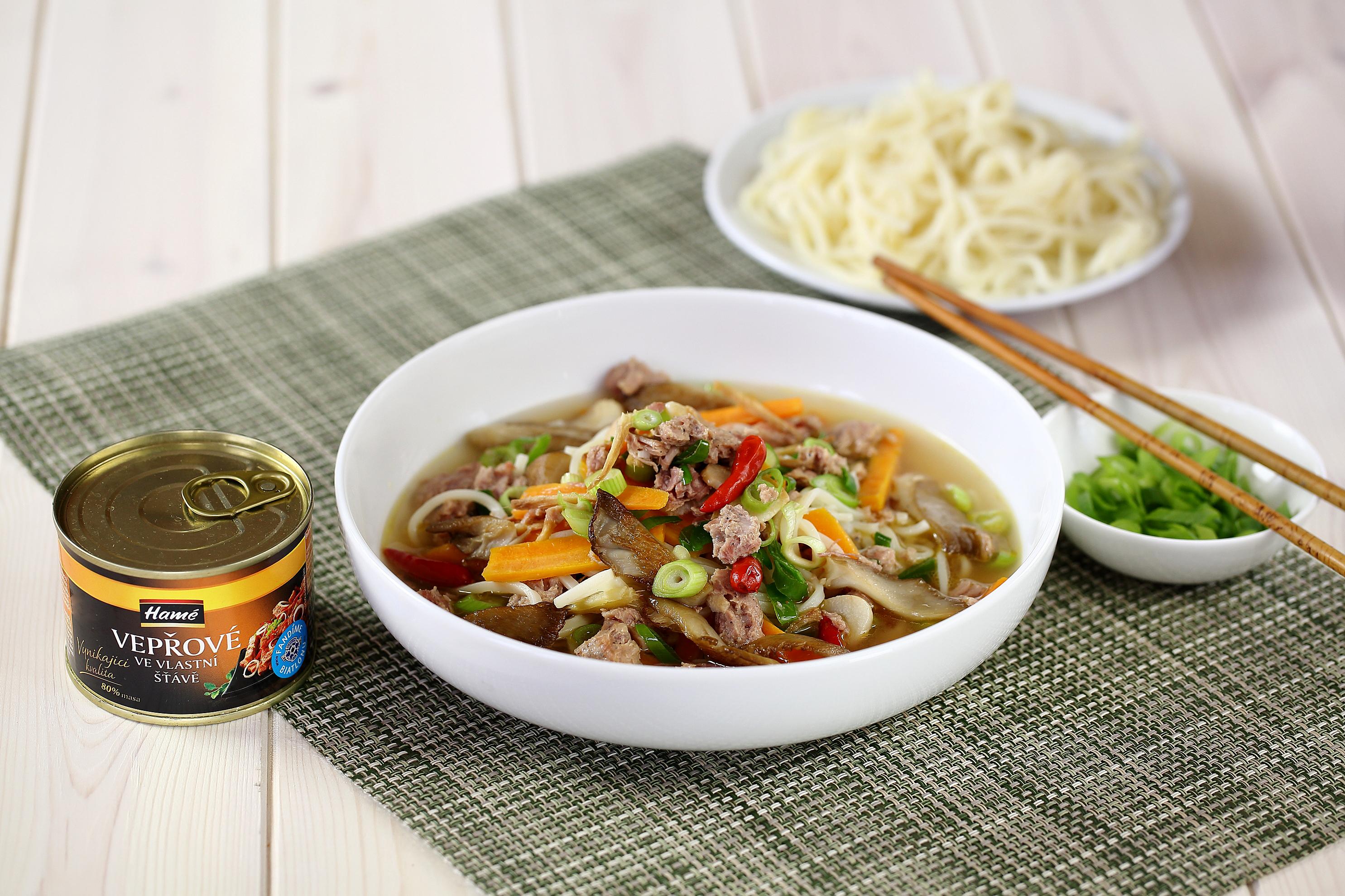 Pikantní polévka s hlívou ústřičnou a vepřovým masem
