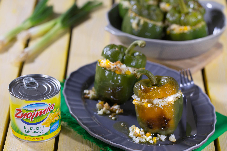 Zapečené zelené papriky s kukuřičným rizotem