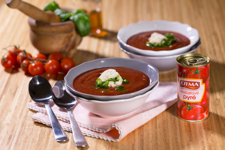 Studená rajčatová polévka s parmazánovou zmrzlinou