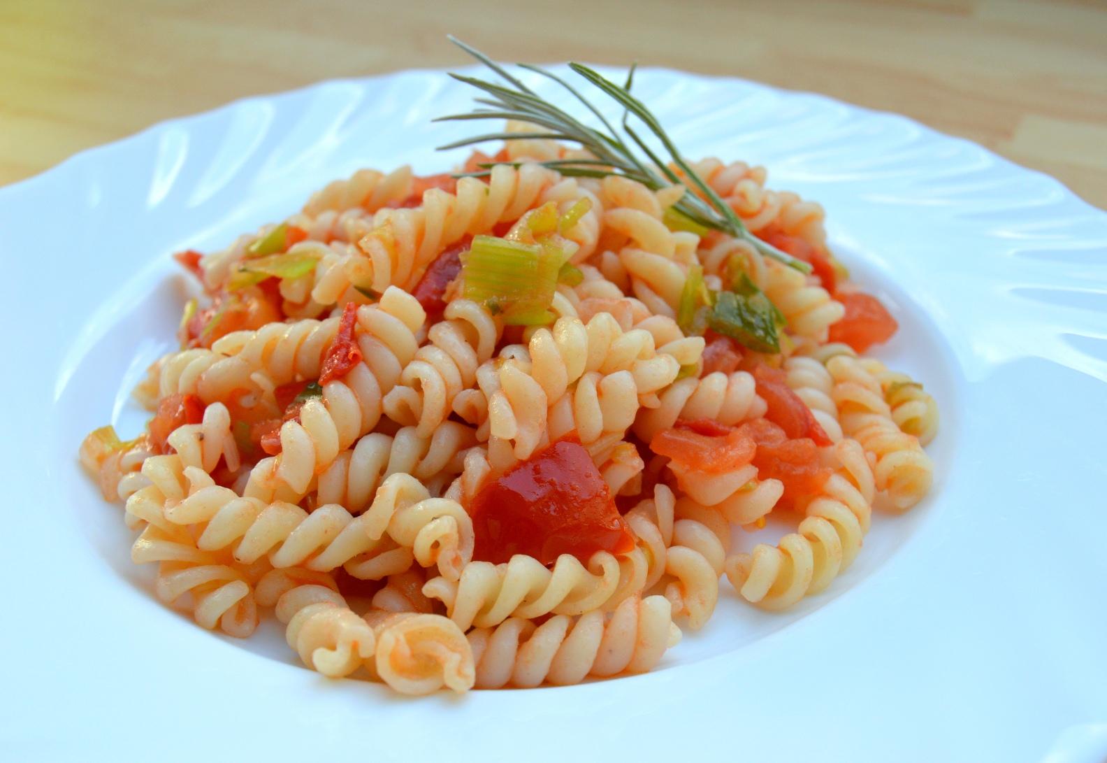 Rychlé těstoviny s rajčaty