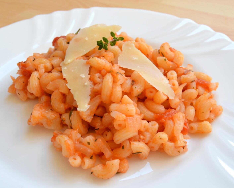 Těstoviny s rajčaty a parmazánem