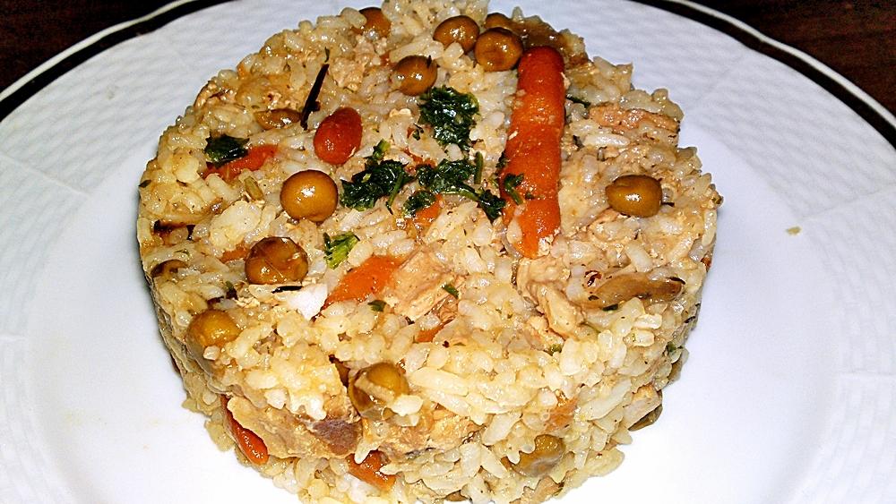 Eintopf z telecího masa s dušenou rýží a zeleninou